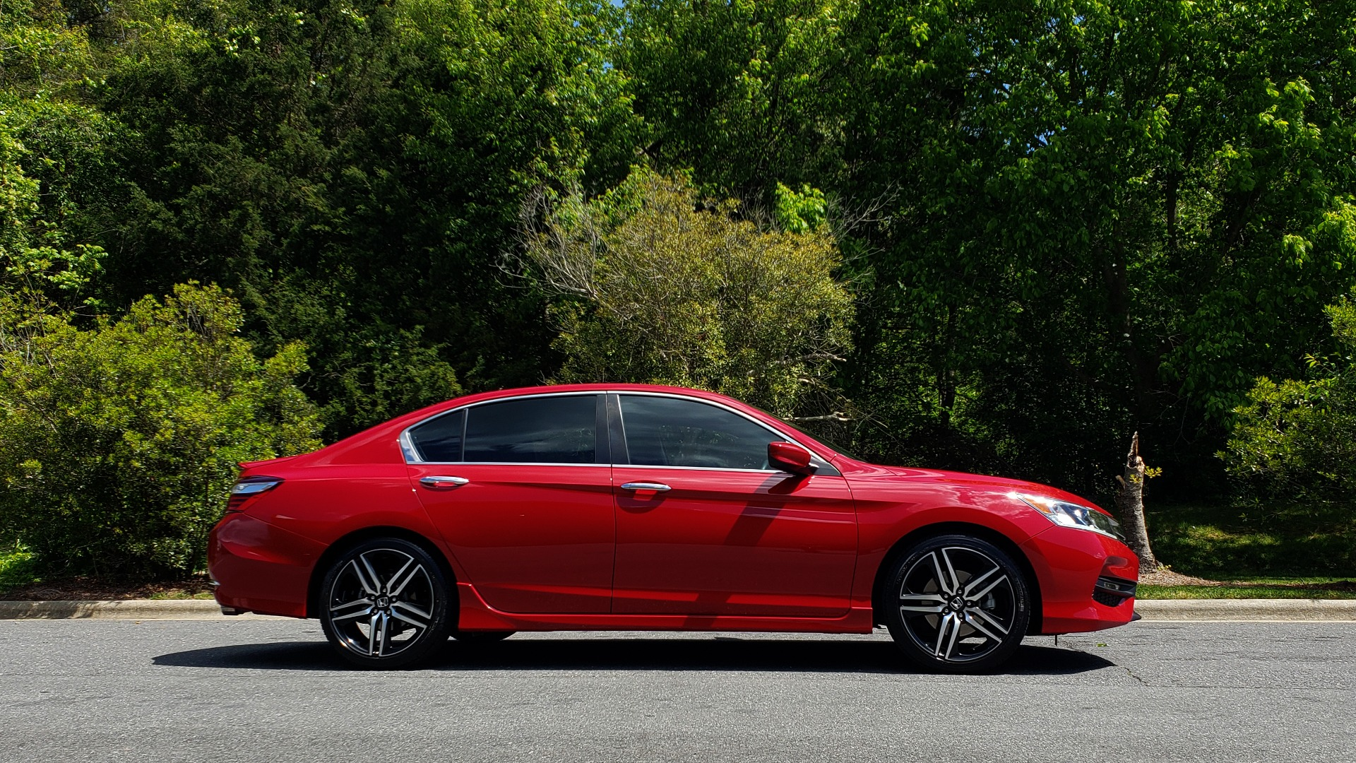 Used 2016 Honda ACCORD SEDAN SPORT / 4-CYL / CVT TRANS / SPOILER / 19IN ALLOY WHEELS for sale Sold at Formula Imports in Charlotte NC 28227 5