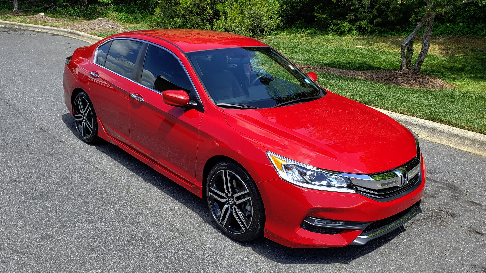 Used 2016 Honda ACCORD SEDAN SPORT / 4-CYL / CVT TRANS / SPOILER / 19IN ALLOY WHEELS for sale Sold at Formula Imports in Charlotte NC 28227 9