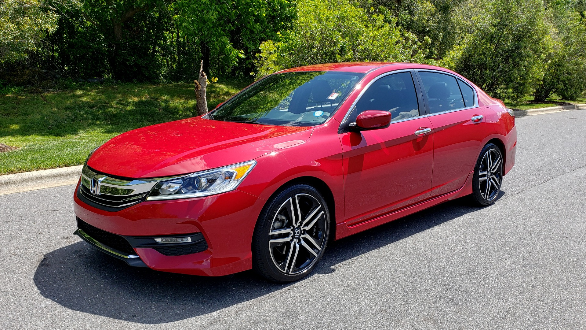 Used 2016 Honda ACCORD SEDAN SPORT / 4-CYL / CVT TRANS / SPOILER / 19IN ALLOY WHEELS for sale Sold at Formula Imports in Charlotte NC 28227 1