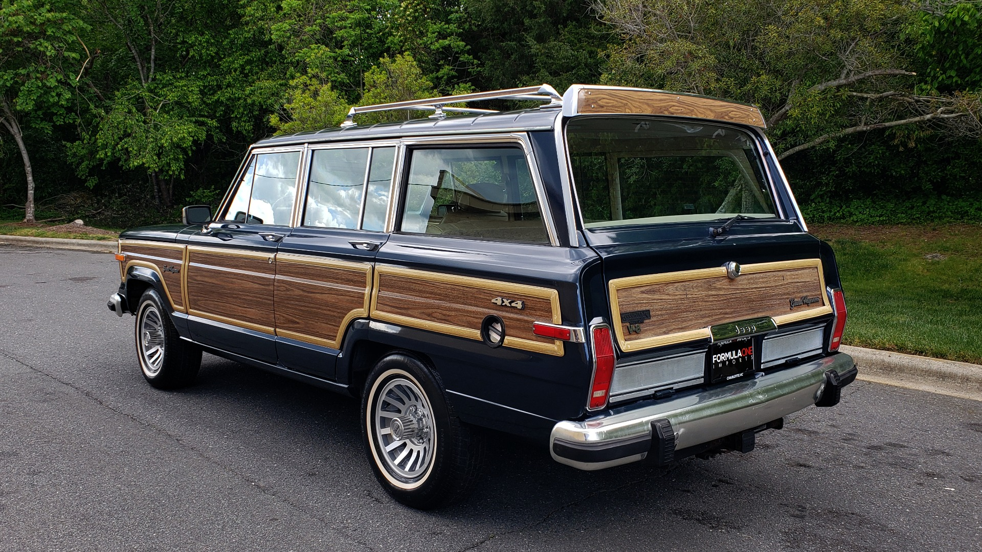 Used 1989 Jeep GRAND WAGONEER 4x4 / 5.9L V8 / 3-SPEED AUTO / PIONEER STEREO for sale Sold at Formula Imports in Charlotte NC 28227 3