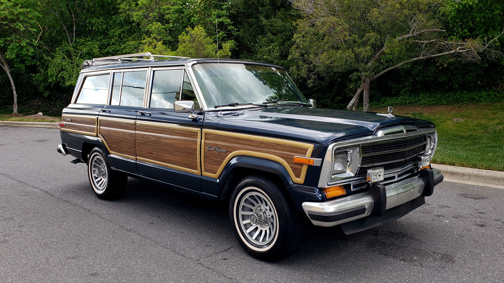 Used 1989 Jeep GRAND WAGONEER 4x4 / 5.9L V8 / 3-SPEED AUTO / PIONEER STEREO for sale Sold at Formula Imports in Charlotte NC 28227 4
