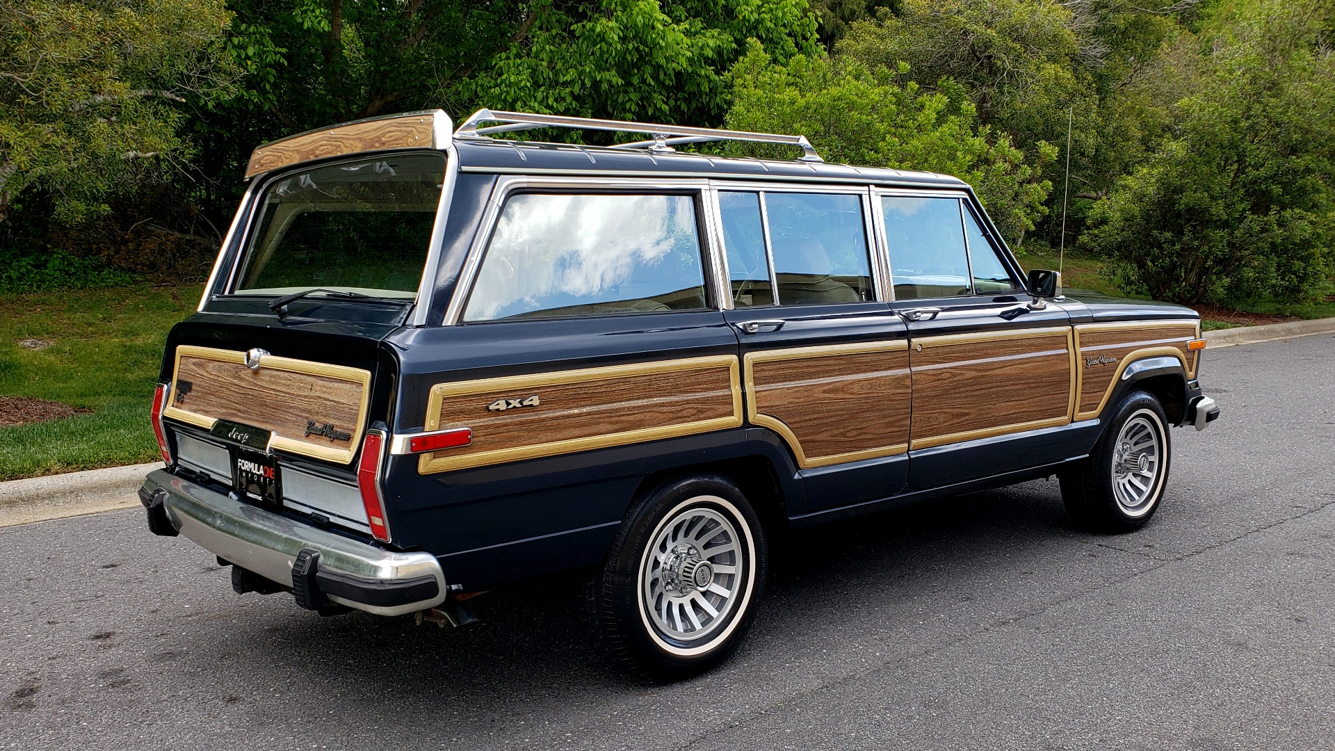 Used 1989 Jeep GRAND WAGONEER 4x4 / 5.9L V8 / 3-SPEED AUTO / PIONEER STEREO for sale Sold at Formula Imports in Charlotte NC 28227 6