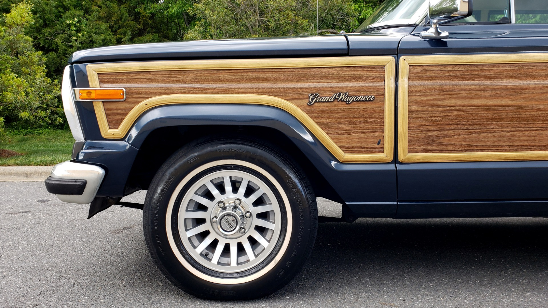 Used 1989 Jeep GRAND WAGONEER 4x4 / 5.9L V8 / 3-SPEED AUTO / PIONEER STEREO for sale Sold at Formula Imports in Charlotte NC 28227 76
