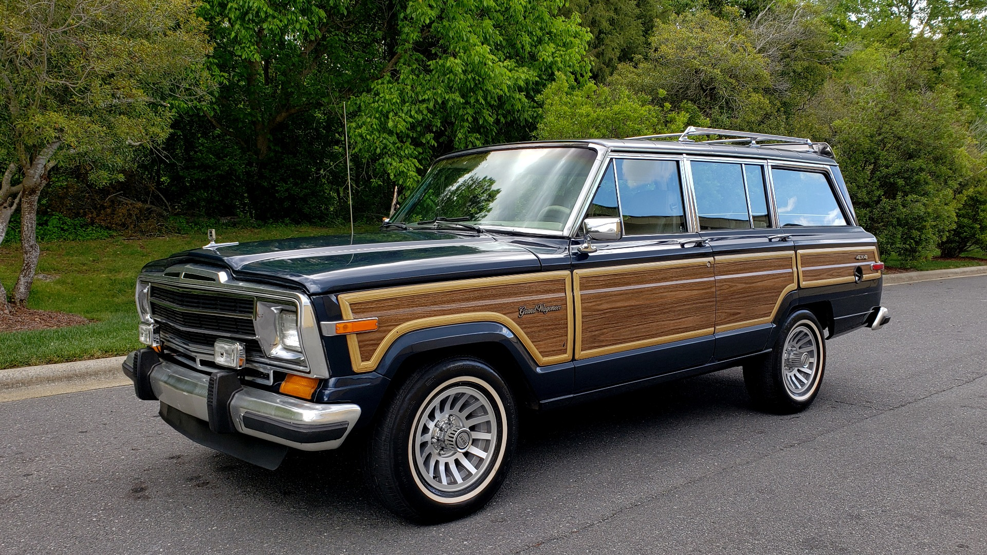 Used 1989 Jeep GRAND WAGONEER 4x4 / 5.9L V8 / 3-SPEED AUTO / PIONEER STEREO for sale Sold at Formula Imports in Charlotte NC 28227 1