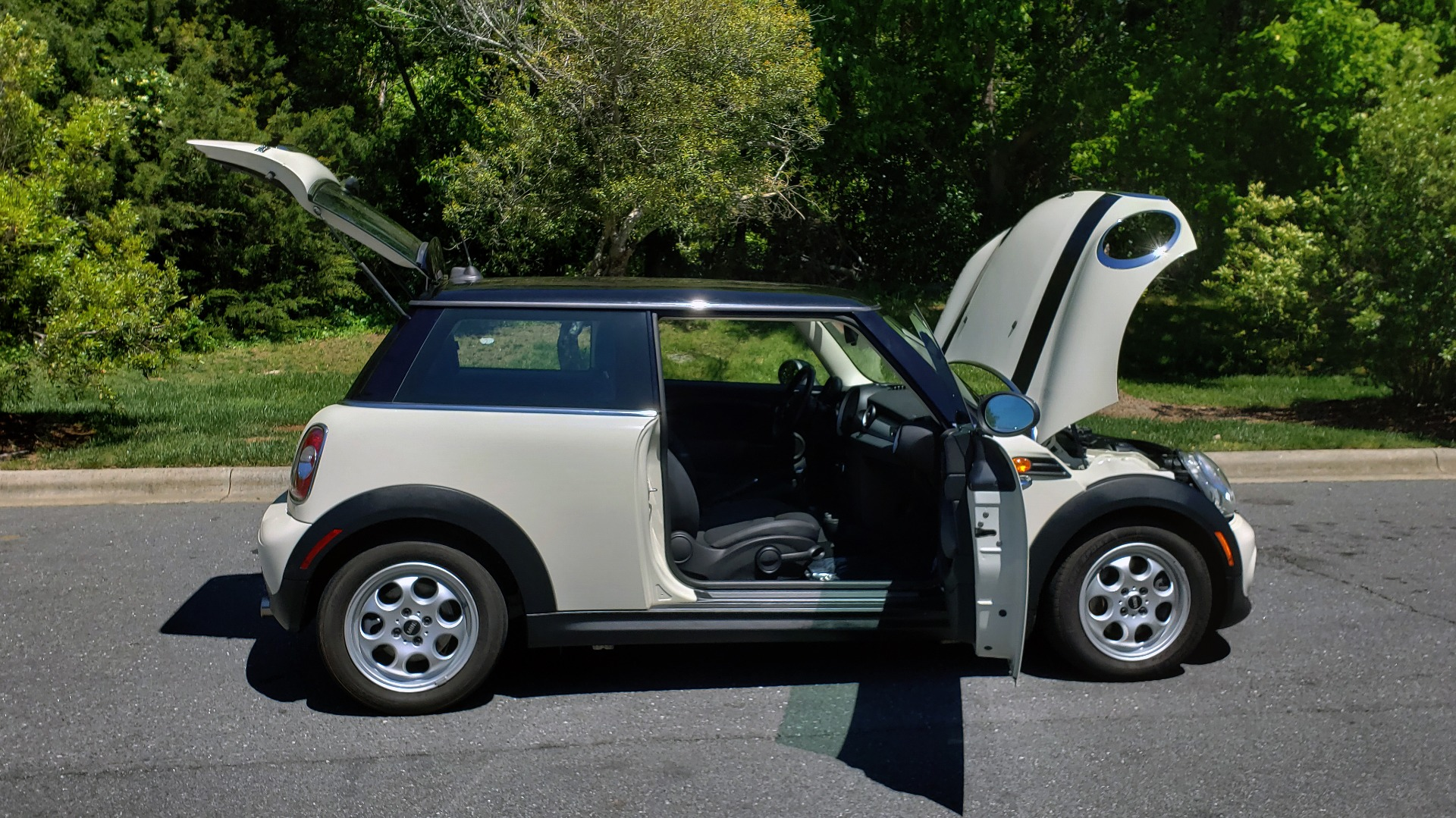 Used 2012 MINI COOPER HARDTOP 6-SPEED MANUAL / VERY CLEAN / 37 MPG for sale Sold at Formula Imports in Charlotte NC 28227 11