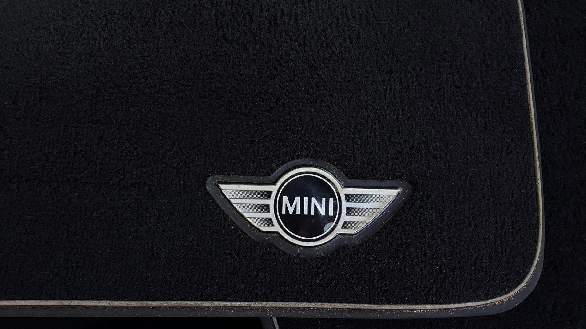 Used 2012 MINI COOPER HARDTOP 6-SPEED MANUAL / VERY CLEAN / 37 MPG for sale Sold at Formula Imports in Charlotte NC 28227 18