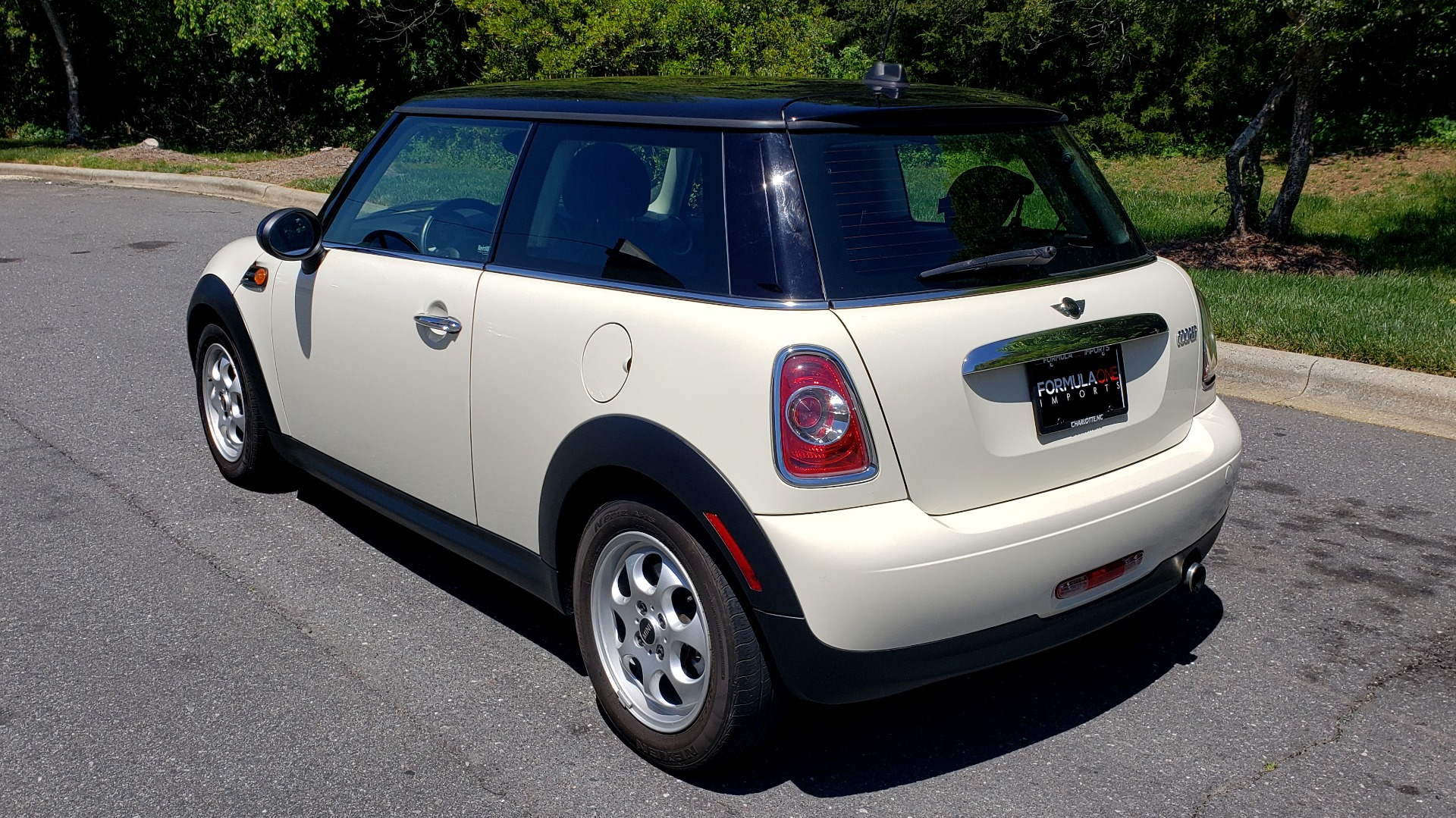 Used 2012 MINI COOPER HARDTOP 6-SPEED MANUAL / VERY CLEAN / 37 MPG for sale Sold at Formula Imports in Charlotte NC 28227 3