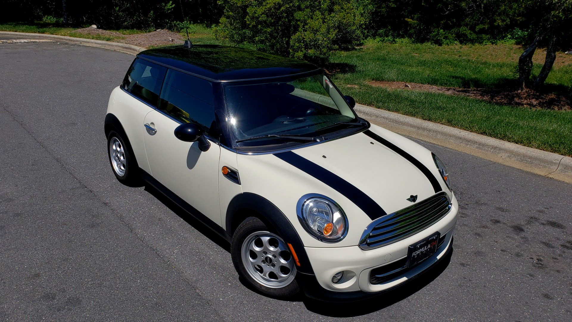 Used 2012 MINI COOPER HARDTOP 6-SPEED MANUAL / VERY CLEAN / 37 MPG for sale Sold at Formula Imports in Charlotte NC 28227 4