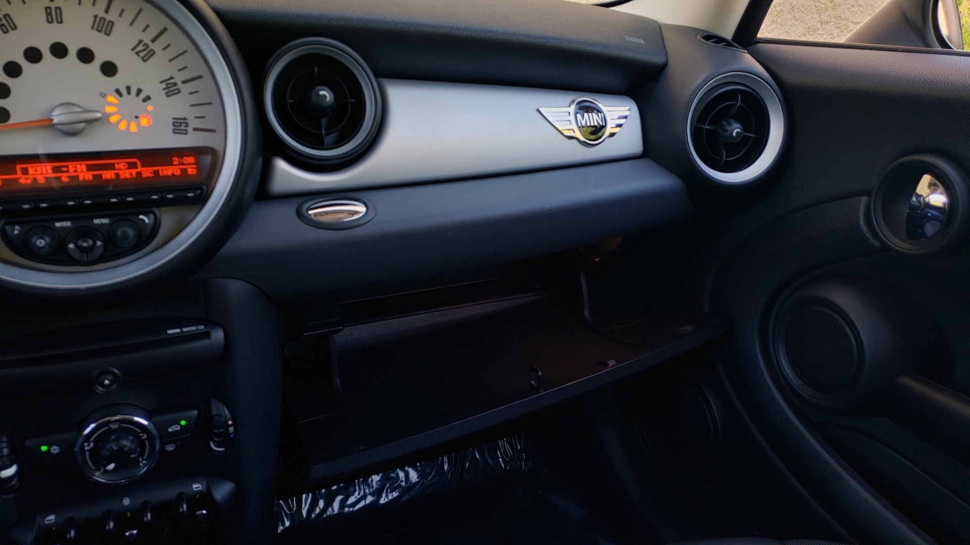 Used 2012 MINI COOPER HARDTOP 6-SPEED MANUAL / VERY CLEAN / 37 MPG for sale Sold at Formula Imports in Charlotte NC 28227 46