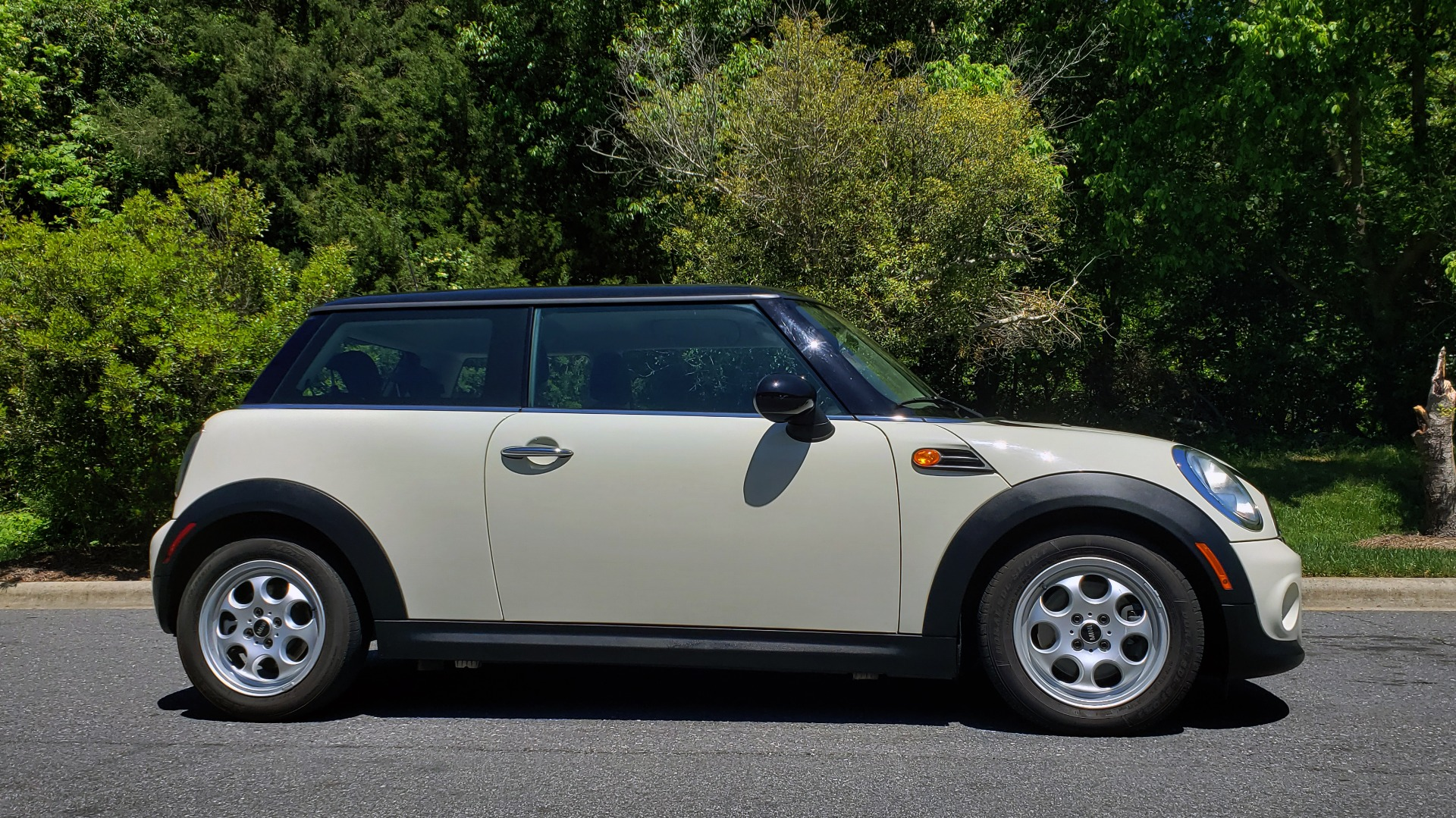 Used 2012 MINI COOPER HARDTOP 6-SPEED MANUAL / VERY CLEAN / 37 MPG for sale Sold at Formula Imports in Charlotte NC 28227 5