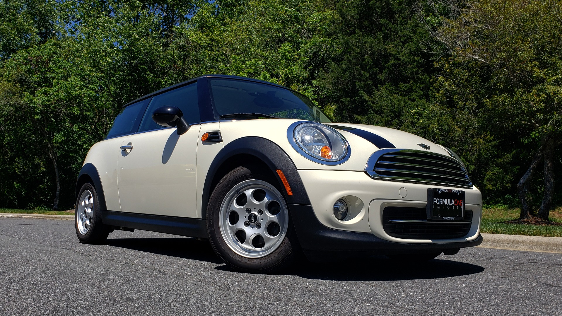 Used 2012 MINI COOPER HARDTOP 6-SPEED MANUAL / VERY CLEAN / 37 MPG for sale Sold at Formula Imports in Charlotte NC 28227 6