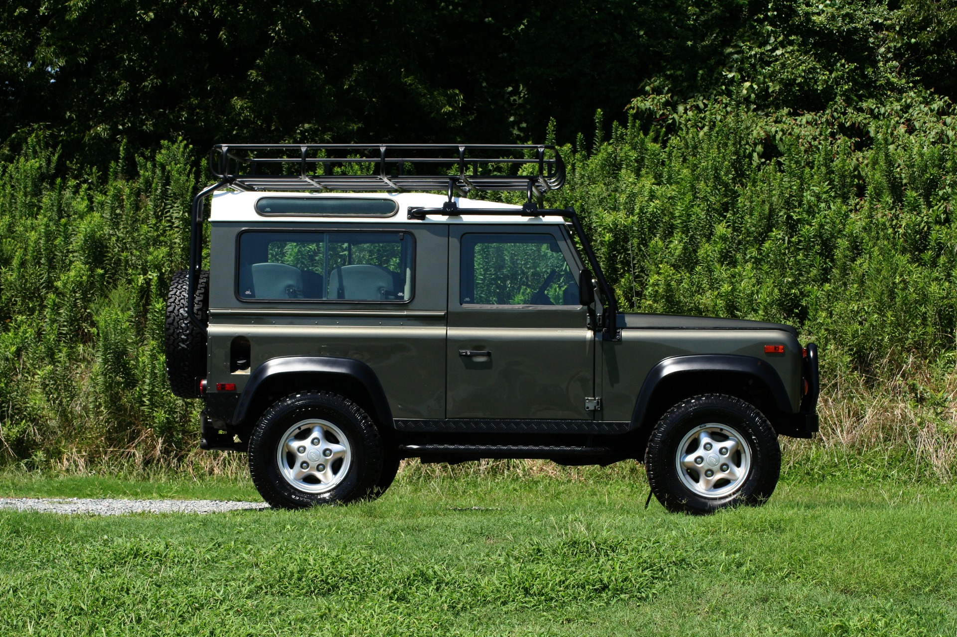 Used 1997 Land Rover DEFENDER 90 LIMITED EDITION / HARD-TOP / 4WD / FULLY RESTORED / LOW MILES for sale $129,999 at Formula Imports in Charlotte NC 28227 10