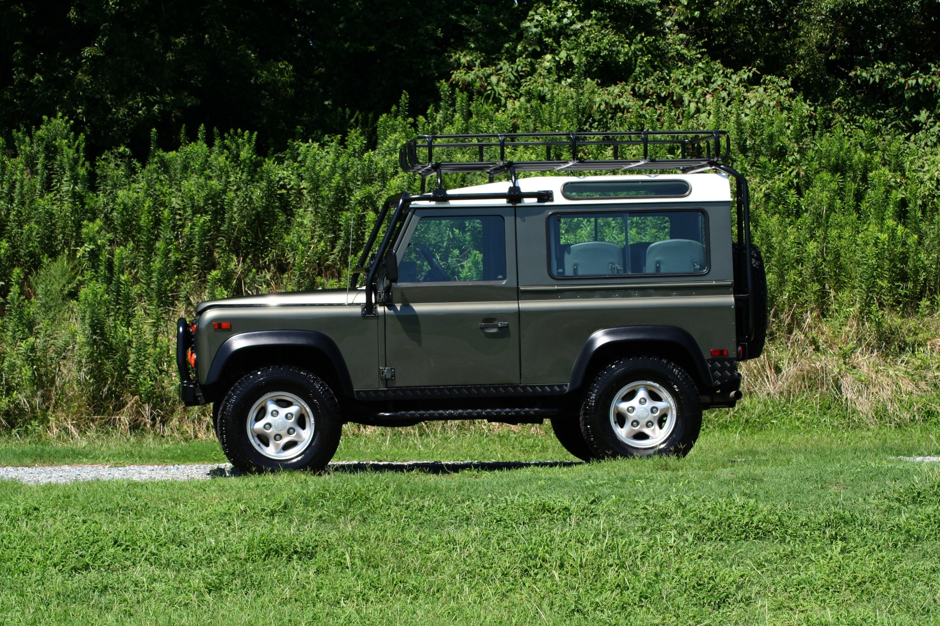 Used 1997 Land Rover DEFENDER 90 LIMITED EDITION / HARD-TOP / 4WD / FULLY RESTORED / LOW MILES for sale $119,000 at Formula Imports in Charlotte NC 28227 11