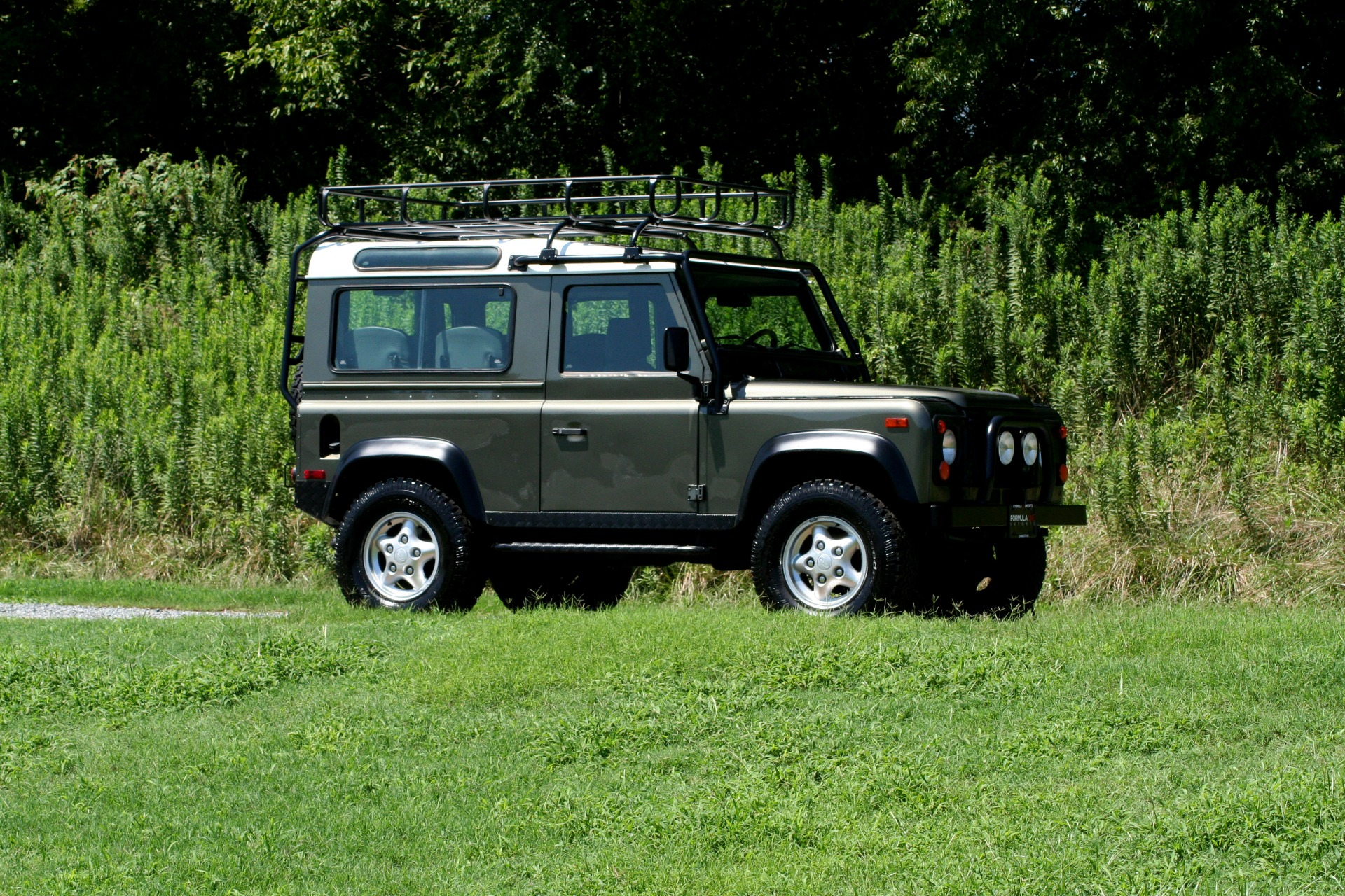 Used 1997 Land Rover DEFENDER 90 LIMITED EDITION / HARD-TOP / 4WD / FULLY RESTORED / LOW MILES for sale $129,999 at Formula Imports in Charlotte NC 28227 12