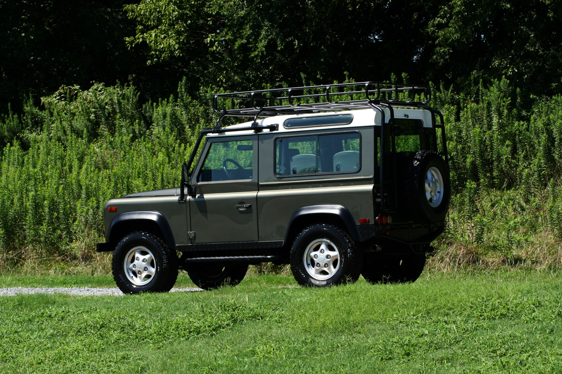 Used 1997 Land Rover DEFENDER 90 LIMITED EDITION / HARD-TOP / 4WD / FULLY RESTORED / LOW MILES for sale $119,000 at Formula Imports in Charlotte NC 28227 13