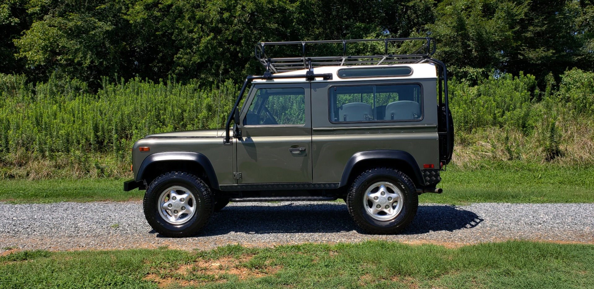 Used 1997 Land Rover DEFENDER 90 LIMITED EDITION / HARD-TOP / 4WD / FULLY RESTORED / LOW MILES for sale $119,000 at Formula Imports in Charlotte NC 28227 3