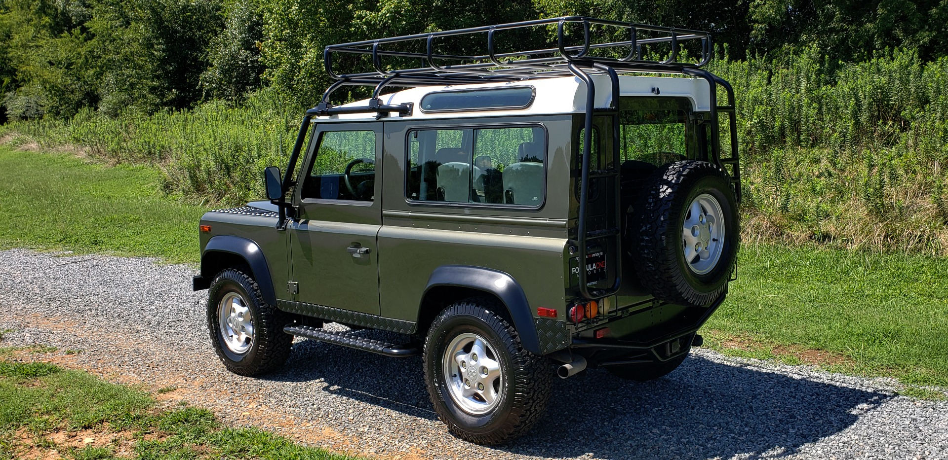 Used 1997 Land Rover DEFENDER 90 LIMITED EDITION / HARD-TOP / 4WD / FULLY RESTORED / LOW MILES for sale $119,000 at Formula Imports in Charlotte NC 28227 4