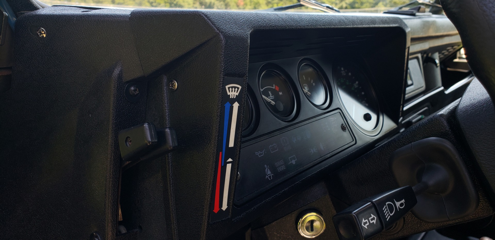 Used 1997 Land Rover DEFENDER 90 LIMITED EDITION / HARD-TOP / 4WD / FULLY RESTORED / LOW MILES for sale $129,999 at Formula Imports in Charlotte NC 28227 44