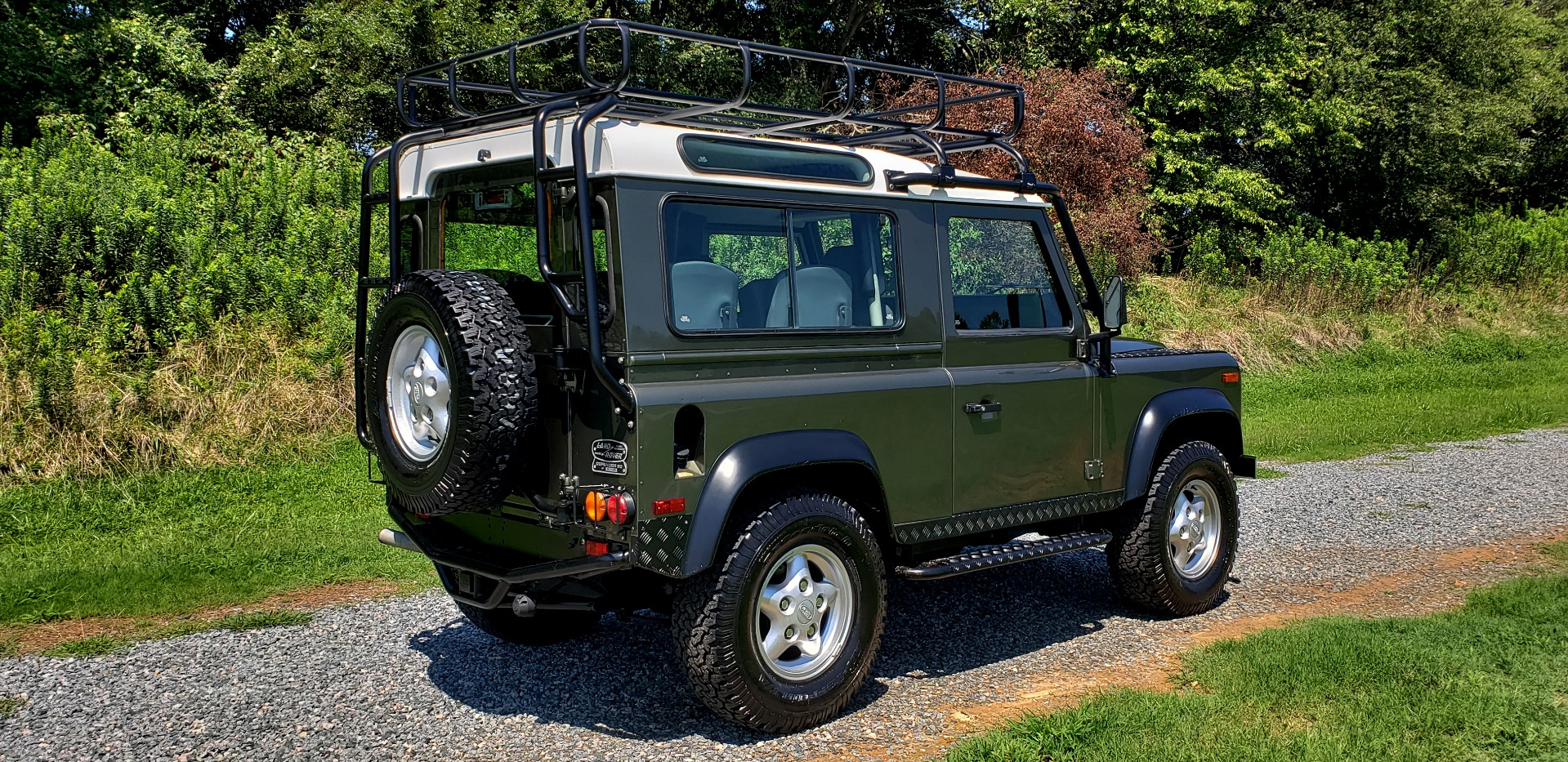 Used 1997 Land Rover DEFENDER 90 LIMITED EDITION / HARD-TOP / 4WD / FULLY RESTORED / LOW MILES for sale $119,000 at Formula Imports in Charlotte NC 28227 5