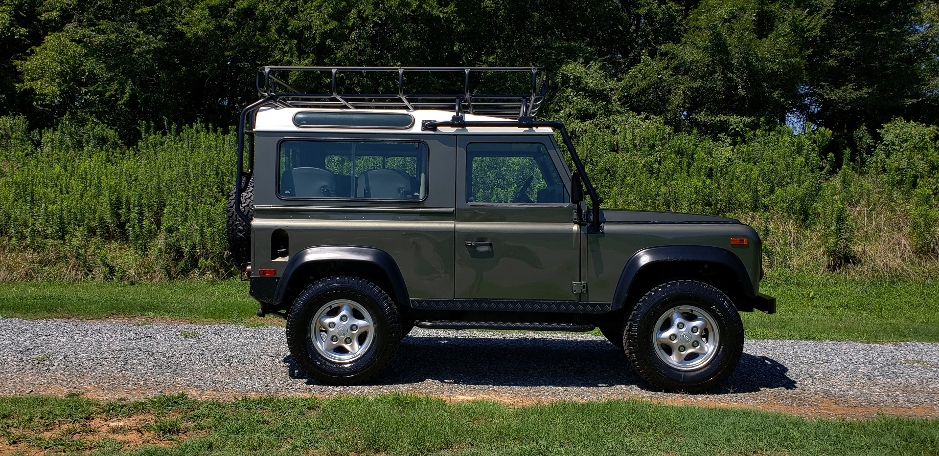 Used 1997 Land Rover DEFENDER 90 LIMITED EDITION / HARD-TOP / 4WD / FULLY RESTORED / LOW MILES for sale $119,000 at Formula Imports in Charlotte NC 28227 6