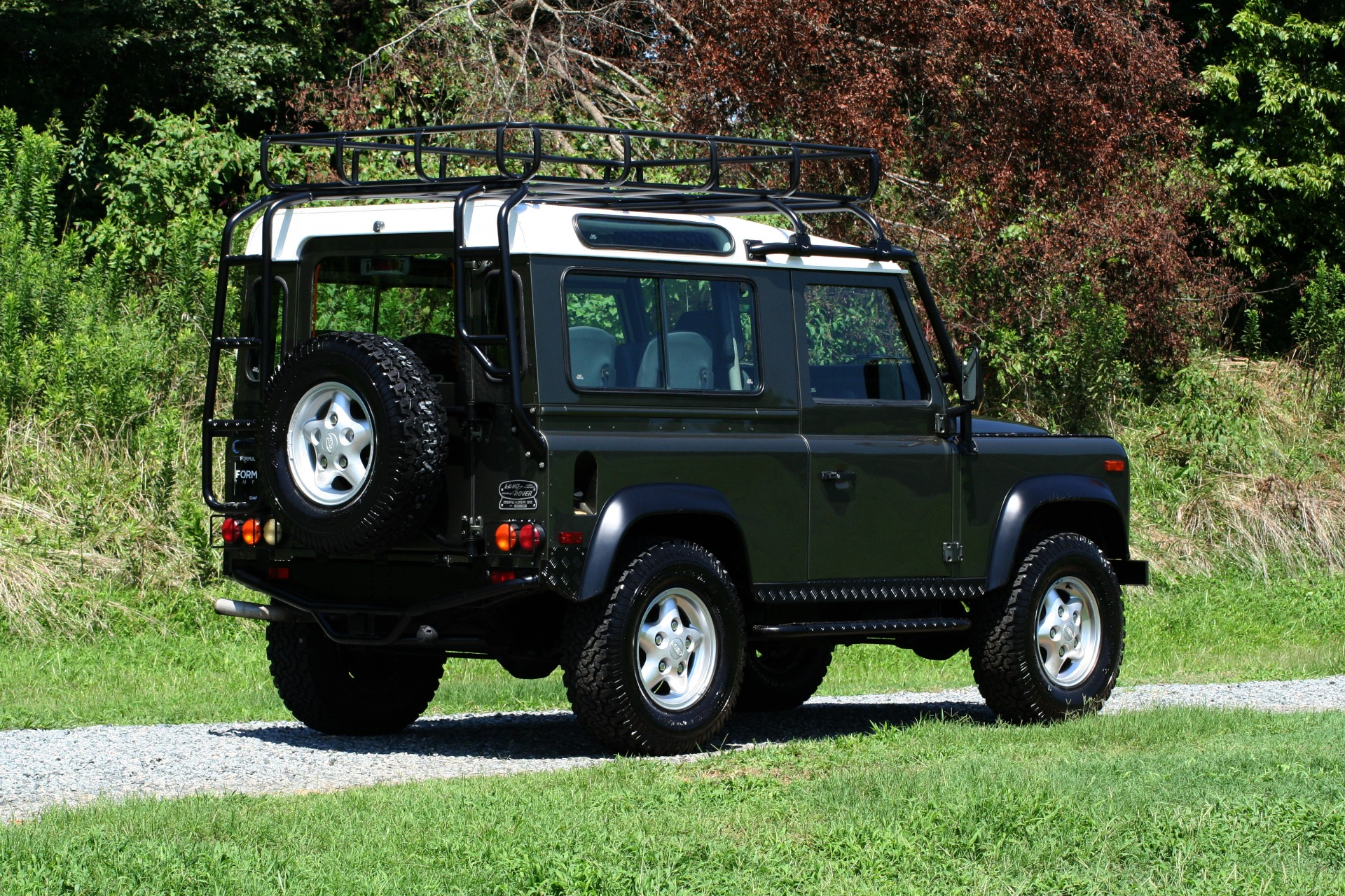 Used 1997 Land Rover DEFENDER 90 LIMITED EDITION / HARD-TOP / 4WD / FULLY RESTORED / LOW MILES for sale $119,000 at Formula Imports in Charlotte NC 28227 9