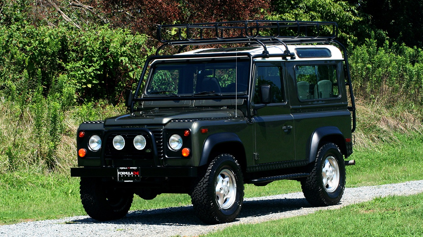 Used 1997 Land Rover DEFENDER 90 LIMITED EDITION / HARD-TOP / 4WD / FULLY RESTORED / LOW MILES for sale $119,000 at Formula Imports in Charlotte NC 28227 1