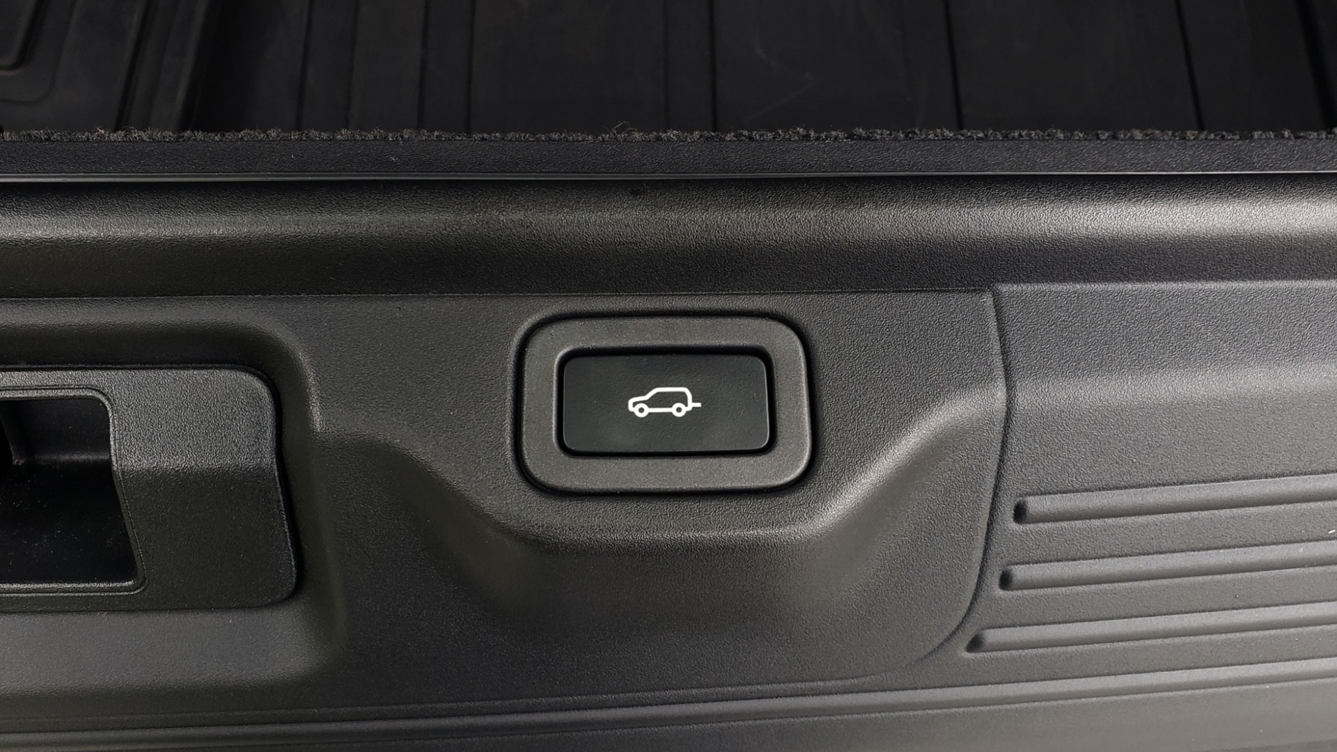 Used 2016 Land Rover Range Rover HSE 3.0L SC V6 / NAV / PANO-ROOF / VENT SEATS / REARVIEW / BLIND SPOT for sale Sold at Formula Imports in Charlotte NC 28227 20