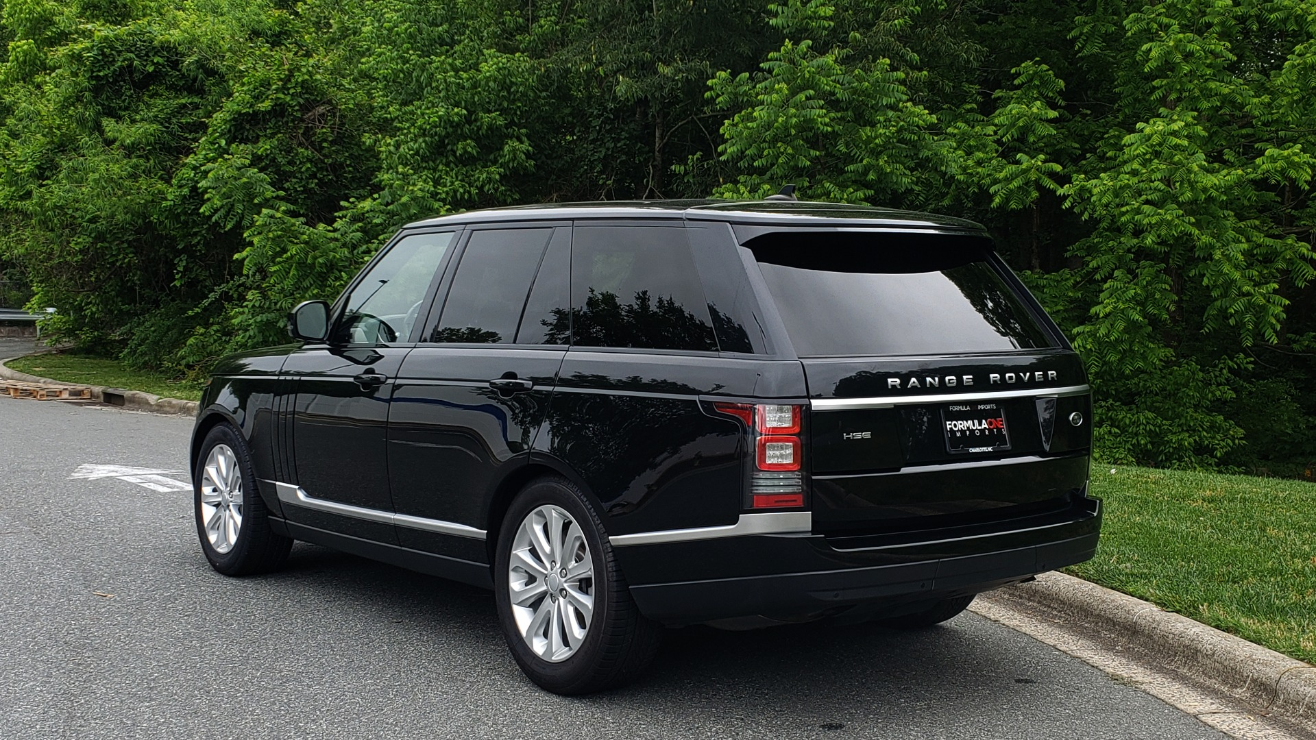 Used 2016 Land Rover Range Rover HSE 3.0L SC V6 / NAV / PANO-ROOF / VENT SEATS / REARVIEW / BLIND SPOT for sale Sold at Formula Imports in Charlotte NC 28227 3