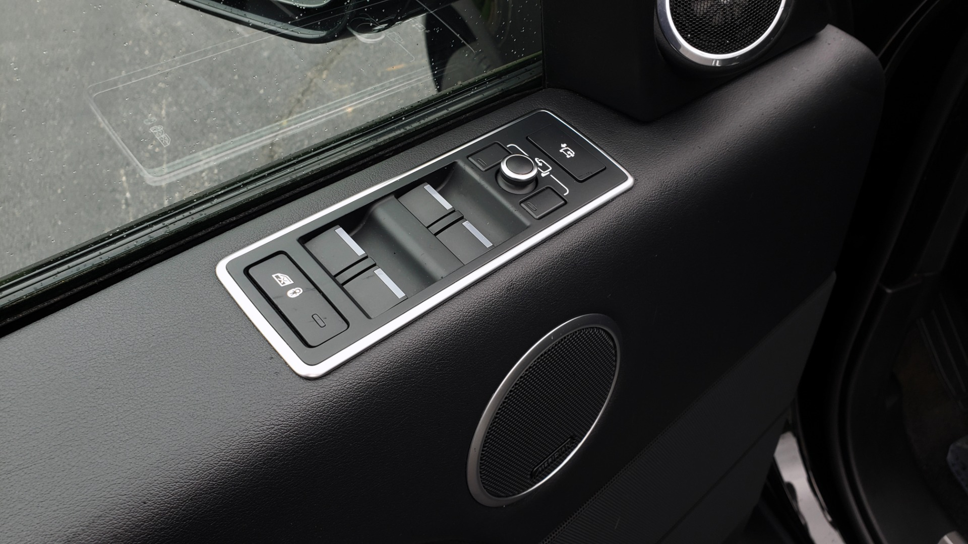 Used 2016 Land Rover Range Rover HSE 3.0L SC V6 / NAV / PANO-ROOF / VENT SEATS / REARVIEW / BLIND SPOT for sale Sold at Formula Imports in Charlotte NC 28227 40