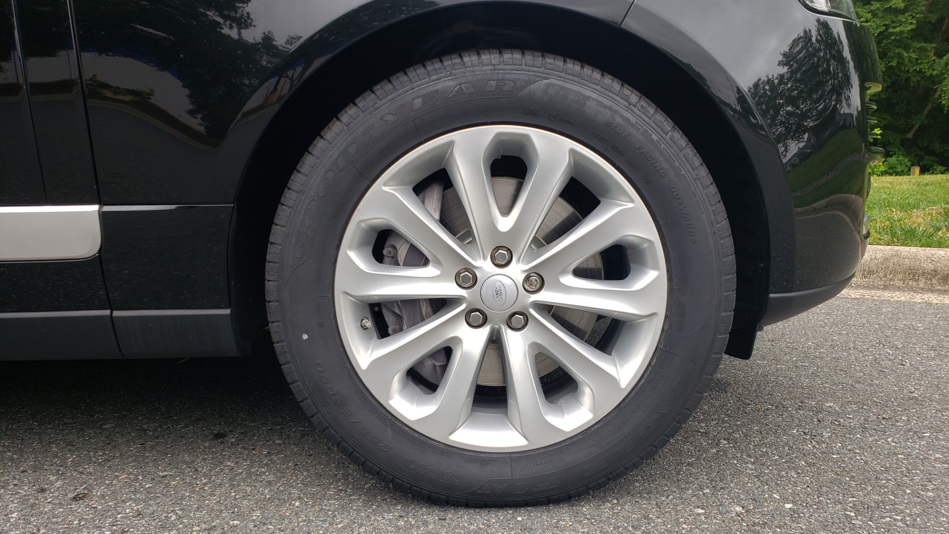 Used 2016 Land Rover Range Rover HSE 3.0L SC V6 / NAV / PANO-ROOF / VENT SEATS / REARVIEW / BLIND SPOT for sale Sold at Formula Imports in Charlotte NC 28227 88