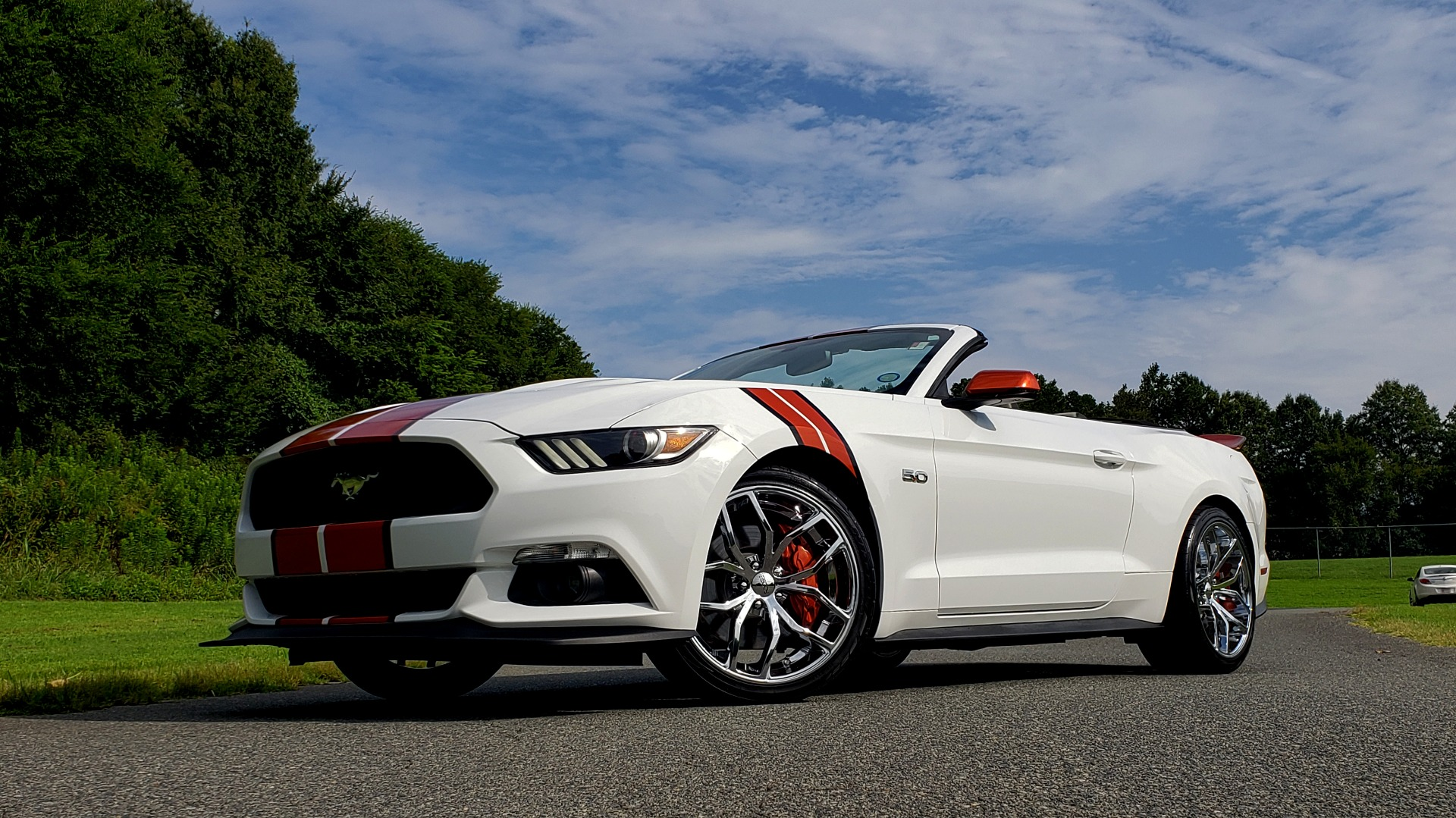 Used 2017 Ford MUSTANG GT PREMIUM CONV / 5.0L V8 / 6-SPD AUTO / NAV / HTD STS / REARVIEW for sale Sold at Formula Imports in Charlotte NC 28227 3