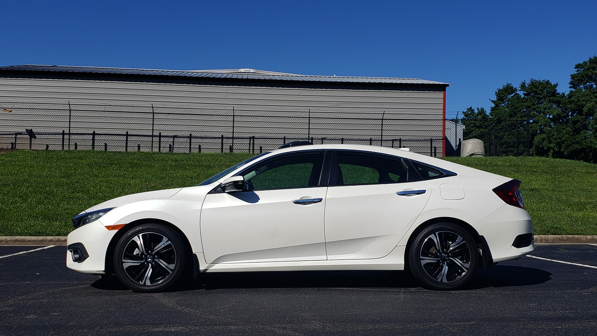 Used 2016 Honda CIVIC SEDAN TOURING / NAV / SUNROOF / REARVIEW / HEATED SEATS for sale Sold at Formula Imports in Charlotte NC 28227 2