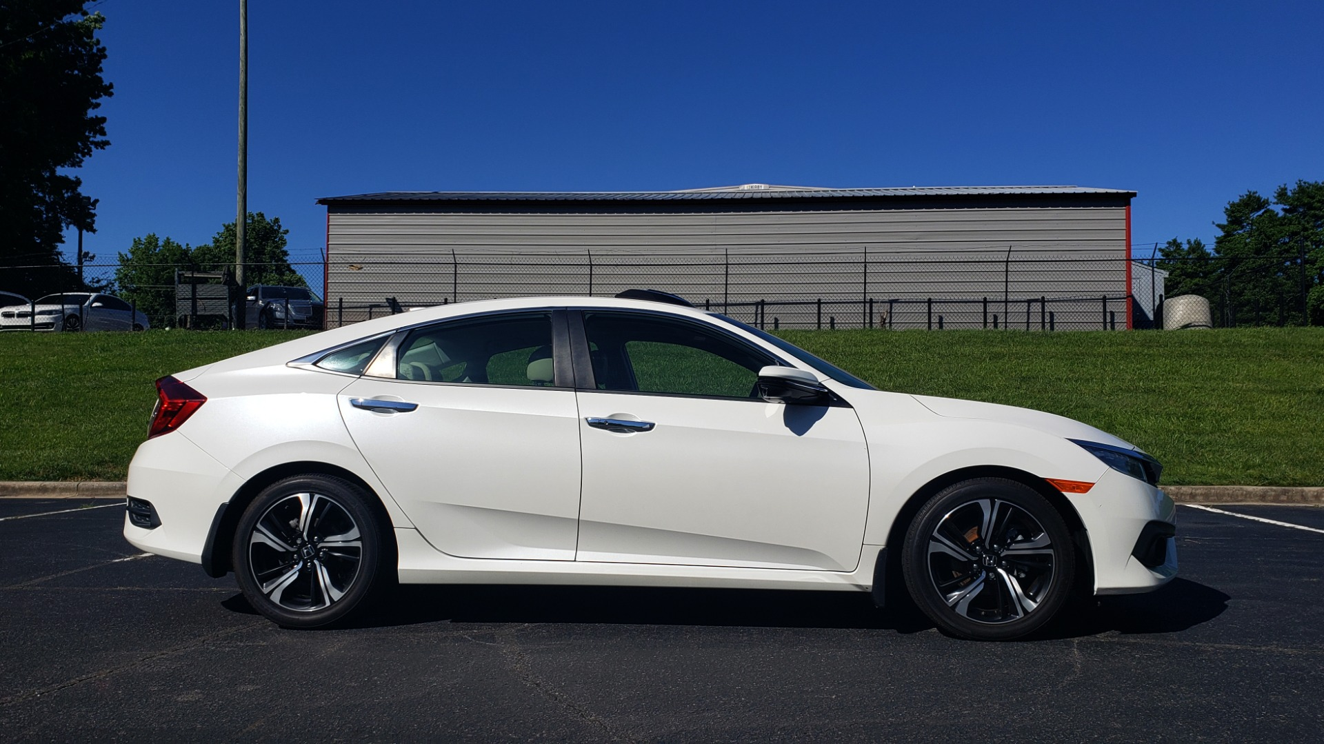 Used 2016 Honda CIVIC SEDAN TOURING / NAV / SUNROOF / REARVIEW / HEATED SEATS for sale Sold at Formula Imports in Charlotte NC 28227 5