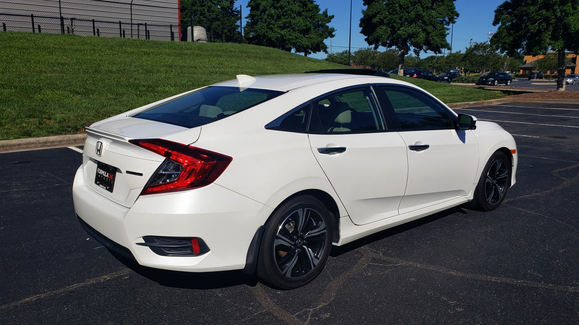 Used 2016 Honda CIVIC SEDAN TOURING / NAV / SUNROOF / REARVIEW / HEATED SEATS for sale Sold at Formula Imports in Charlotte NC 28227 6