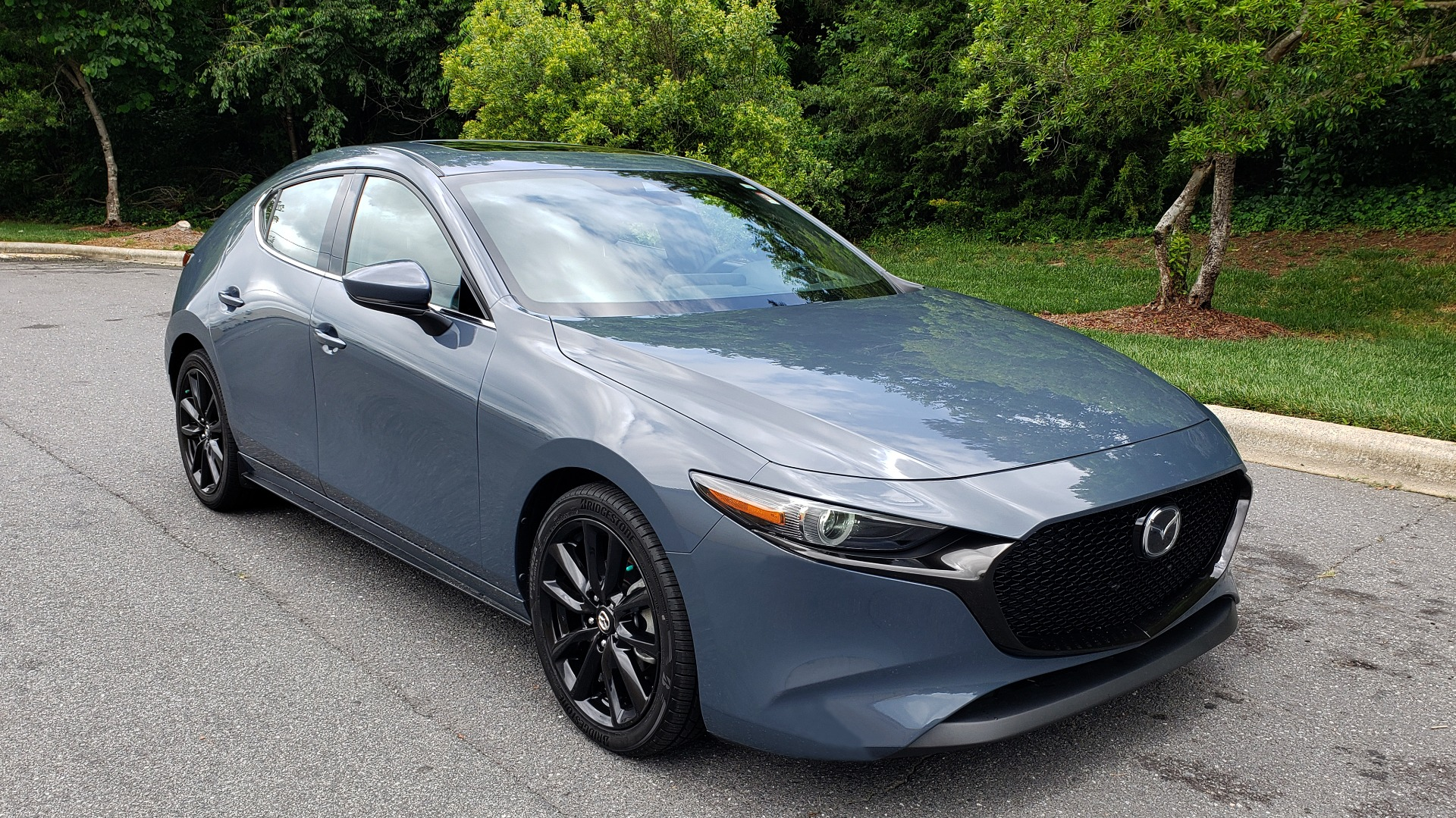 Used 2019 Mazda MAZDA3 HATCHBACK PREMIUM PKG / AUTO / 18IN BLACK ALLOY WHEELS / BOSE / LEATHER for sale Sold at Formula Imports in Charlotte NC 28227 4