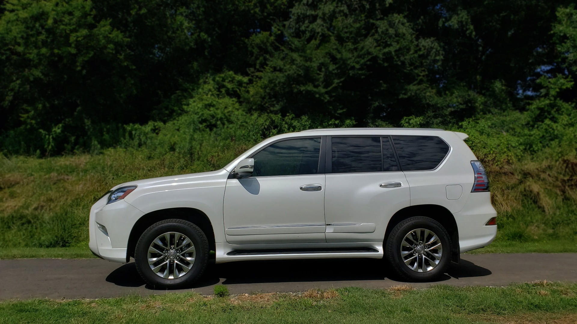 Used 2019 Lexus GX 460 LUXURY 4WD / DRVR SPRT PKG / MARK LEV SND / DYN CRUISE for sale Sold at Formula Imports in Charlotte NC 28227 2