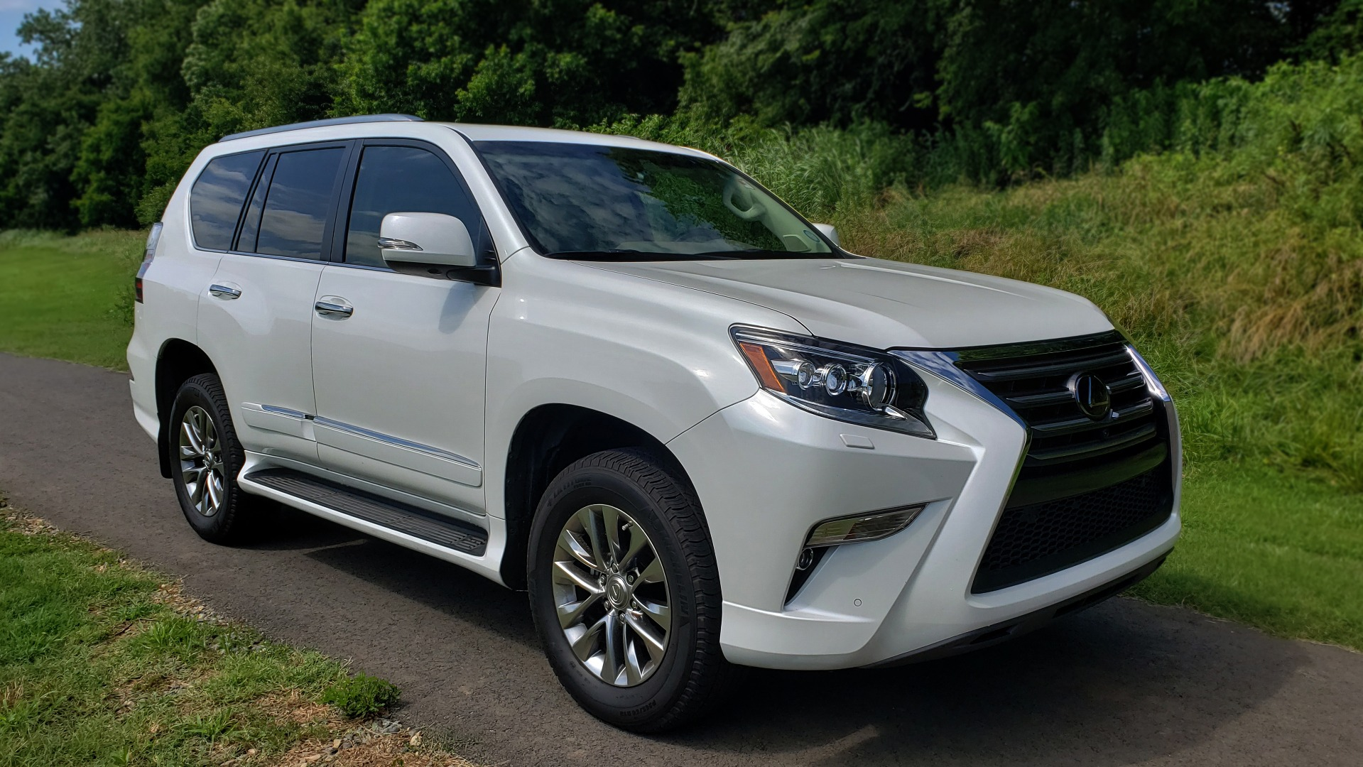 Used 2019 Lexus GX 460 LUXURY 4WD / DRVR SPRT PKG / MARK LEV SND / DYN CRUISE for sale Sold at Formula Imports in Charlotte NC 28227 4