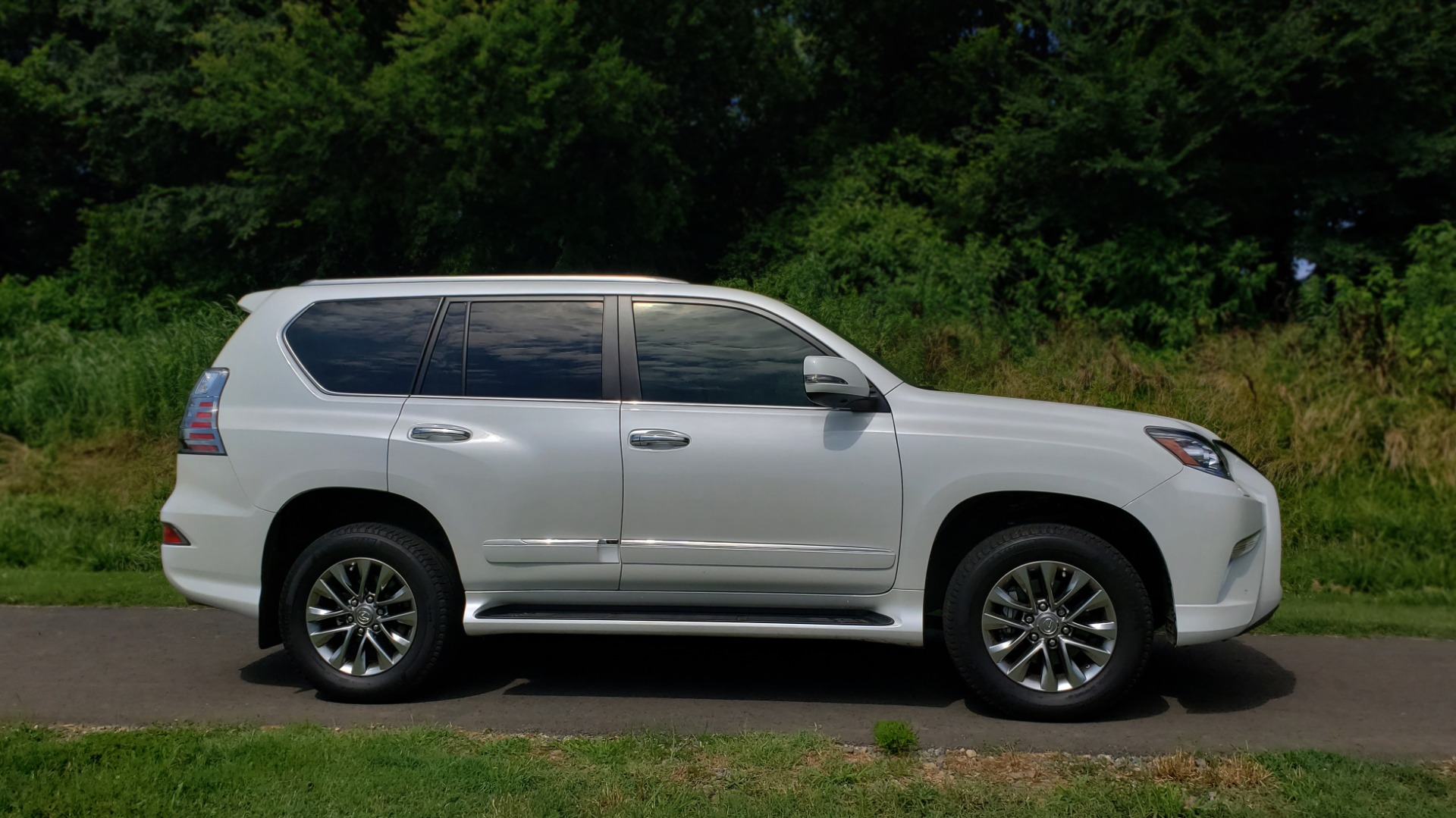 Used 2019 Lexus GX 460 LUXURY 4WD / DRVR SPRT PKG / MARK LEV SND / DYN CRUISE for sale Sold at Formula Imports in Charlotte NC 28227 5