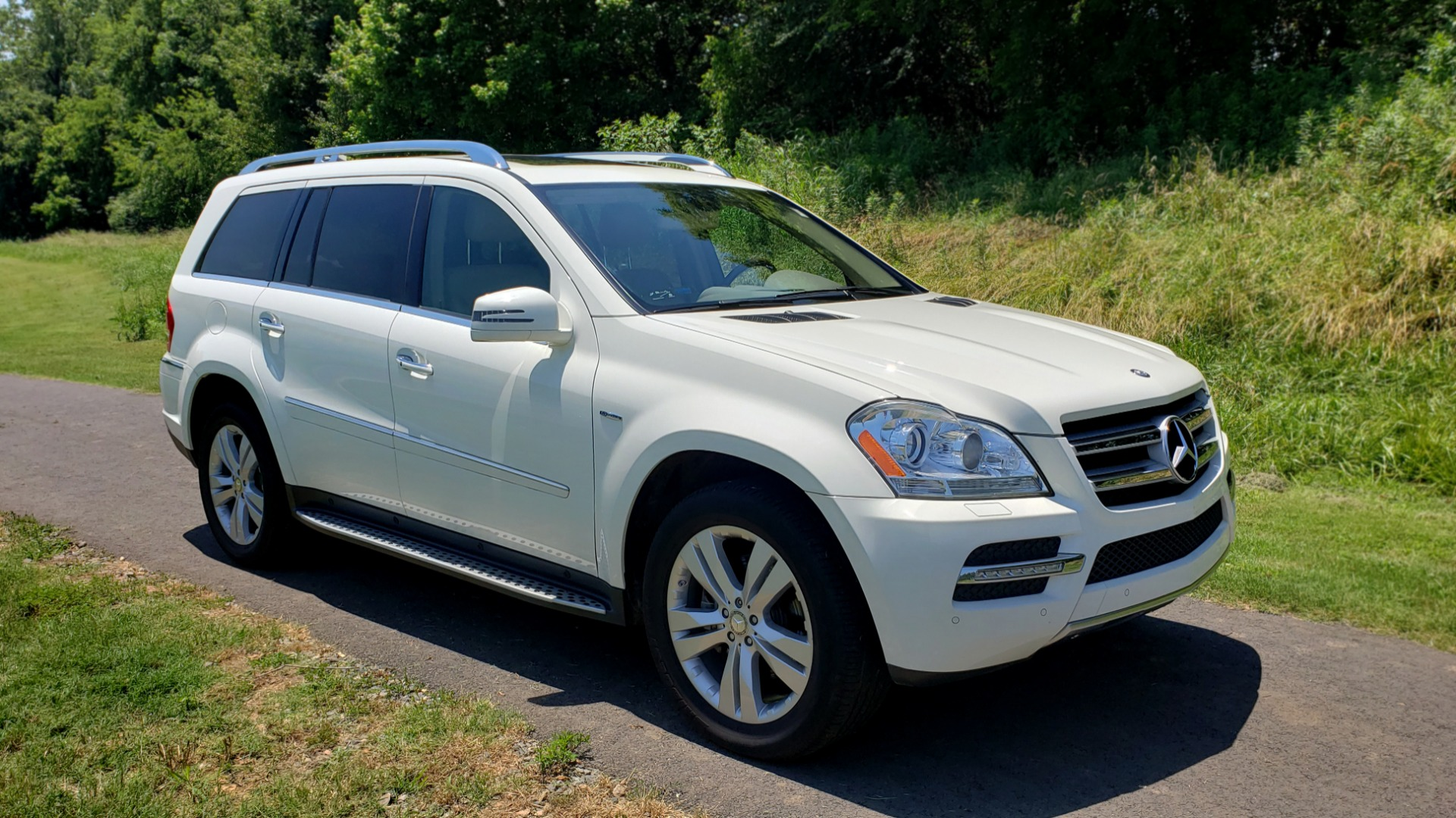 Used 2012 Mercedes-Benz GL-CLASS GL 350 BLUETEC / NAV / DUAL-ROOF / HTD STS / 3-ROW / REARVIEW for sale Sold at Formula Imports in Charlotte NC 28227 4