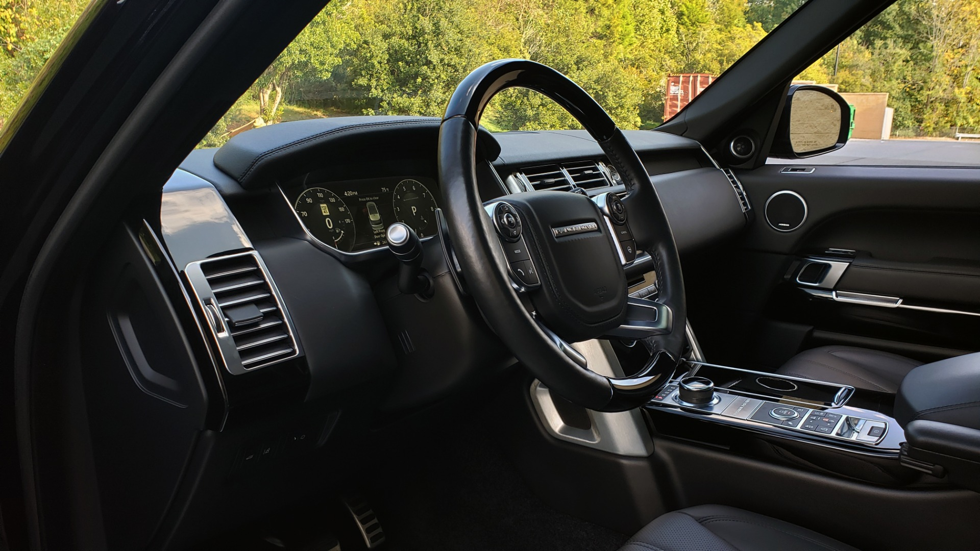 Used 2017 Land Rover RANGE ROVER SC V8 / NAV / PANO-ROOF / DRIVE PRO / MERIDIAN / REARVIEW for sale $68,995 at Formula Imports in Charlotte NC 28227 41