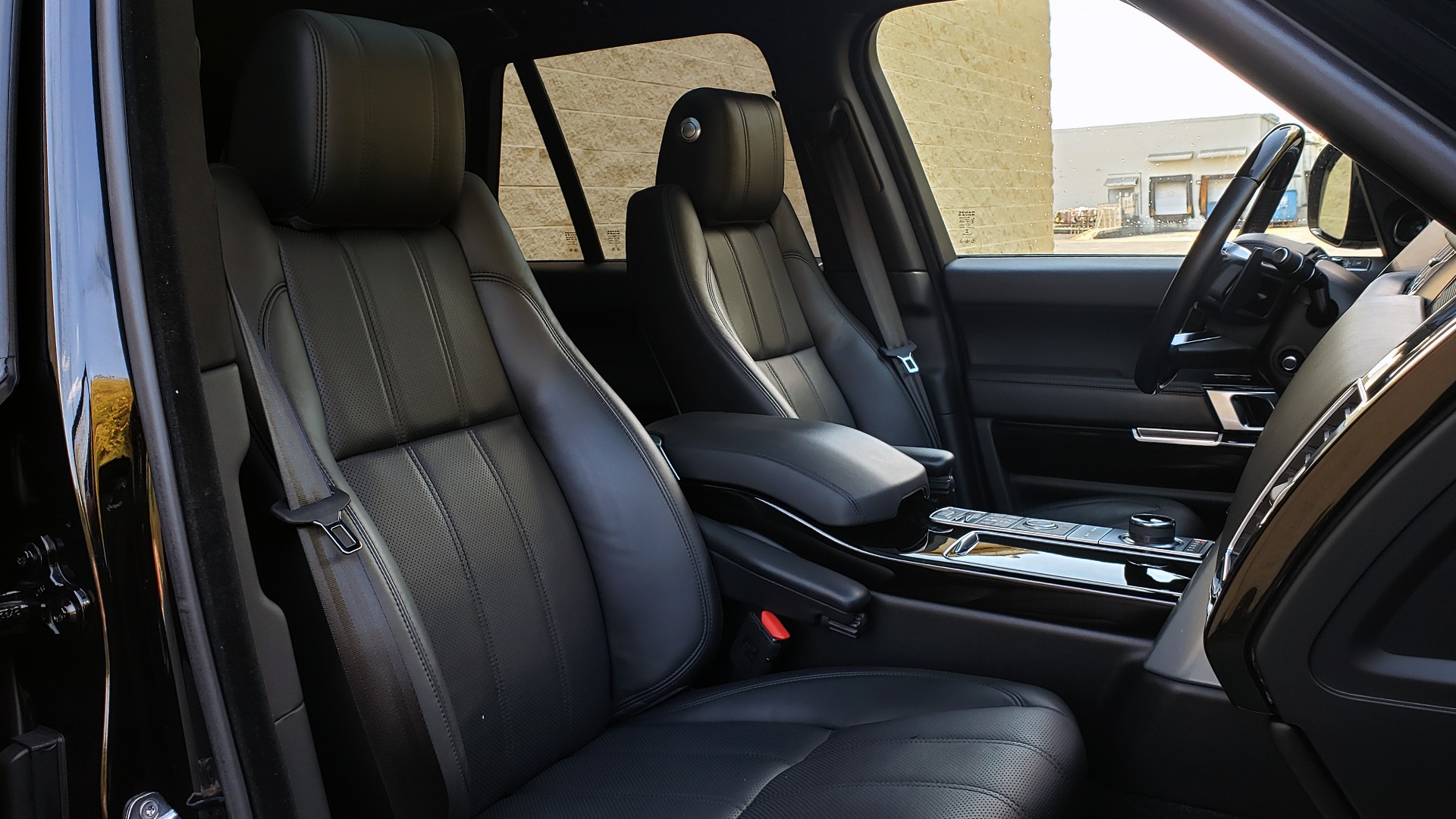Used 2017 Land Rover RANGE ROVER SC V8 / NAV / PANO-ROOF / DRIVE PRO / MERIDIAN / REARVIEW for sale $68,995 at Formula Imports in Charlotte NC 28227 73