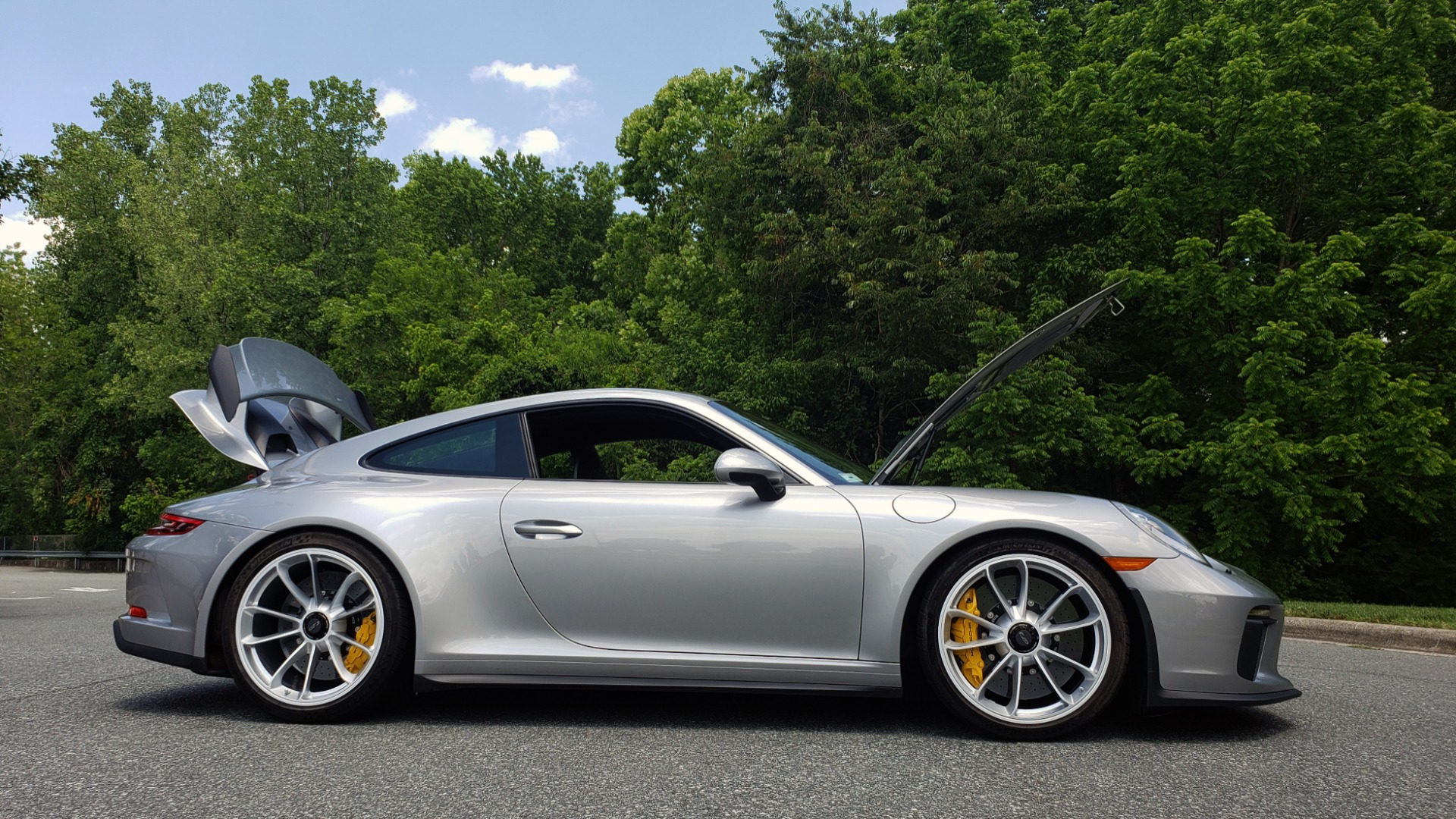 Used 2018 Porsche 911 GT3 4.0L 500HP / 6-SPD MNL / NAV / REARVIEW / PCCB for sale Sold at Formula Imports in Charlotte NC 28227 14