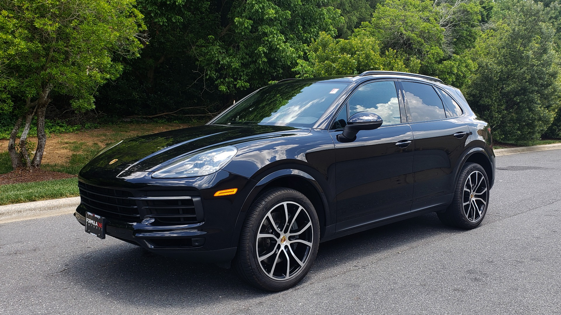 Used 2019 Porsche CAYENNE S AWD / NAV / SUNROOF / BOSE / REARVIEW / LOW MILES for sale Sold at Formula Imports in Charlotte NC 28227 1
