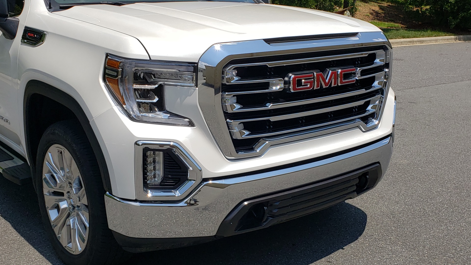 Used 2019 GMC SIERRA 1500 SLT 4WD CREWCAB / PREMIUM / 6.2L V8 / NAV / SUNROOF / VENT SEATS for sale Sold at Formula Imports in Charlotte NC 28227 27