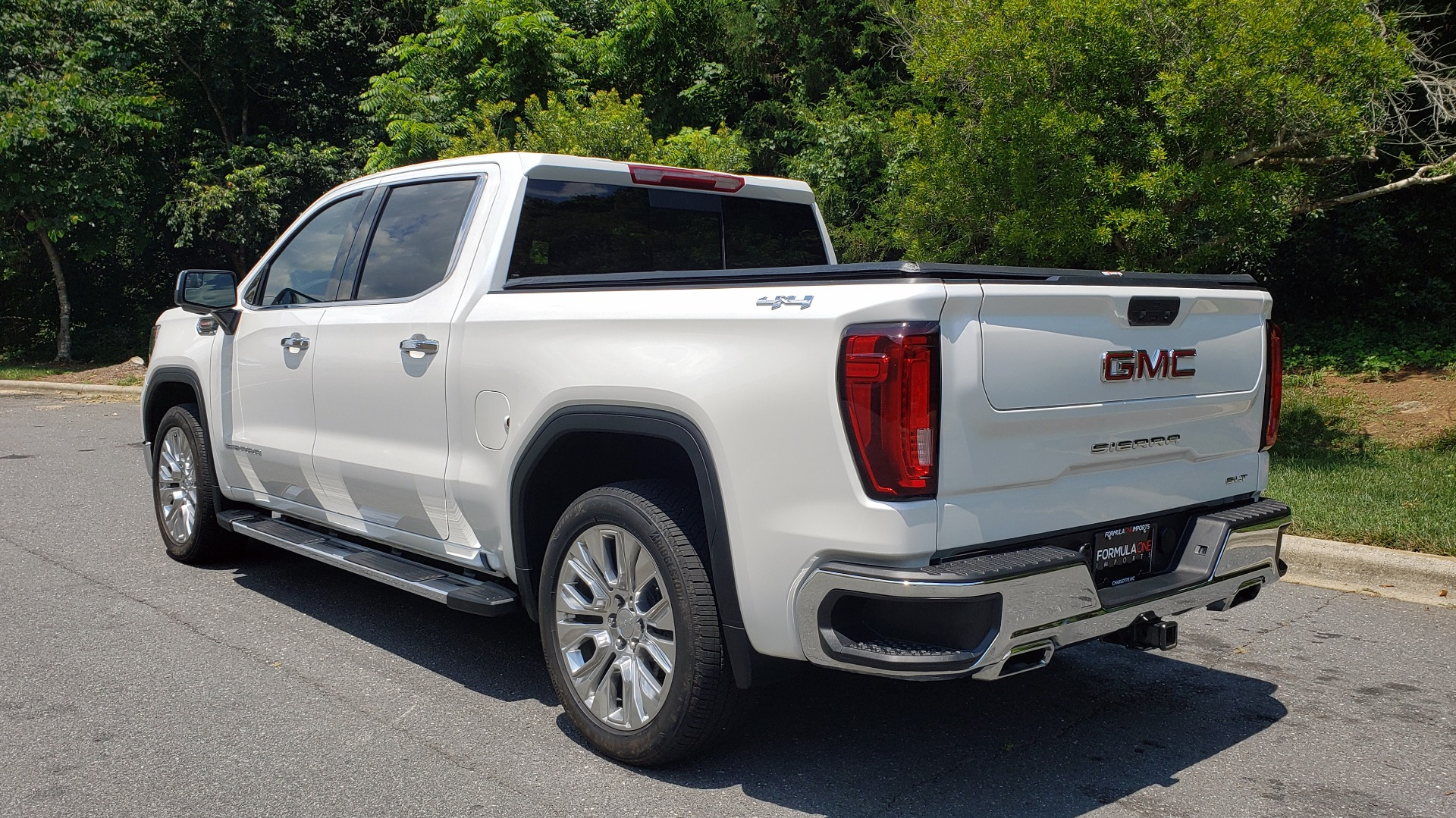 Used 2019 GMC SIERRA 1500 SLT 4WD CREWCAB / PREMIUM / 6.2L V8 / NAV / SUNROOF / VENT SEATS for sale Sold at Formula Imports in Charlotte NC 28227 3