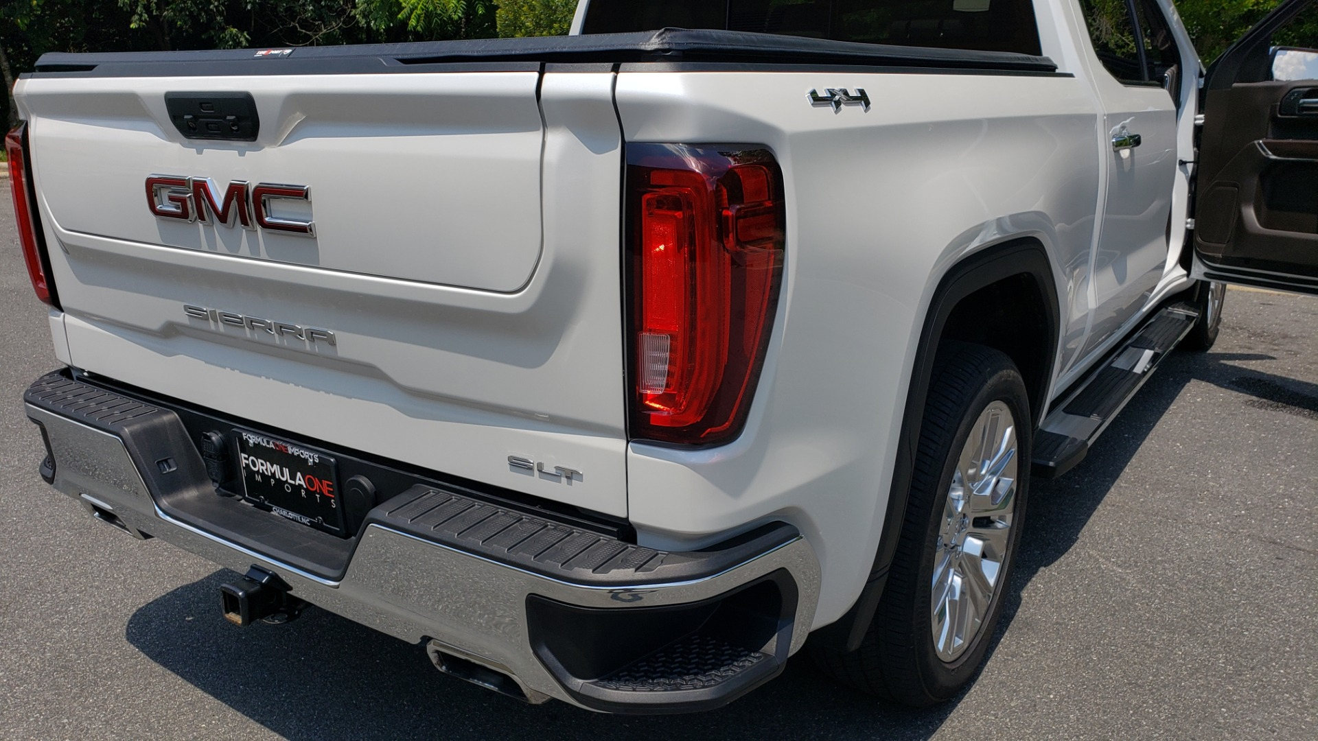Used 2019 GMC SIERRA 1500 SLT 4WD CREWCAB / PREMIUM / 6.2L V8 / NAV / SUNROOF / VENT SEATS for sale Sold at Formula Imports in Charlotte NC 28227 33