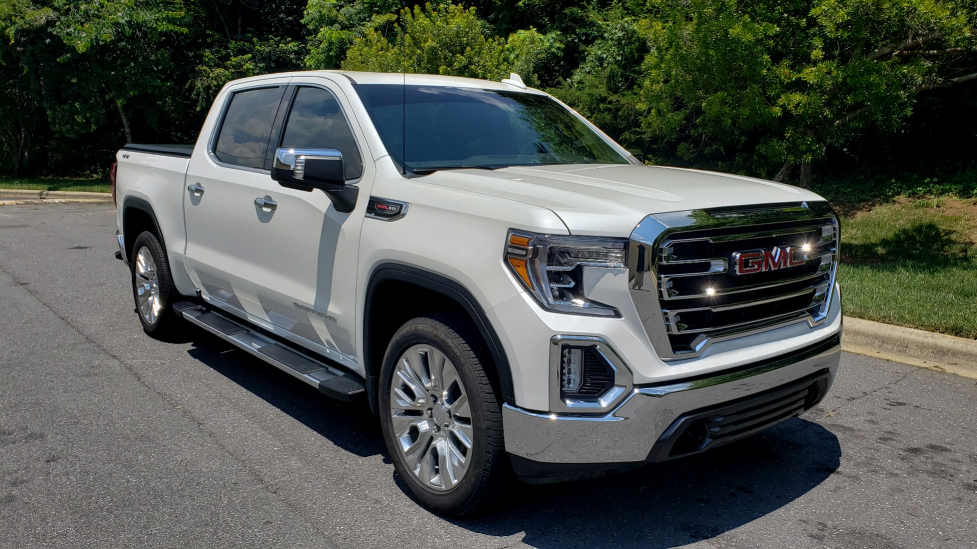 Used 2019 GMC SIERRA 1500 SLT 4WD CREWCAB / PREMIUM / 6.2L V8 / NAV / SUNROOF / VENT SEATS for sale Sold at Formula Imports in Charlotte NC 28227 4