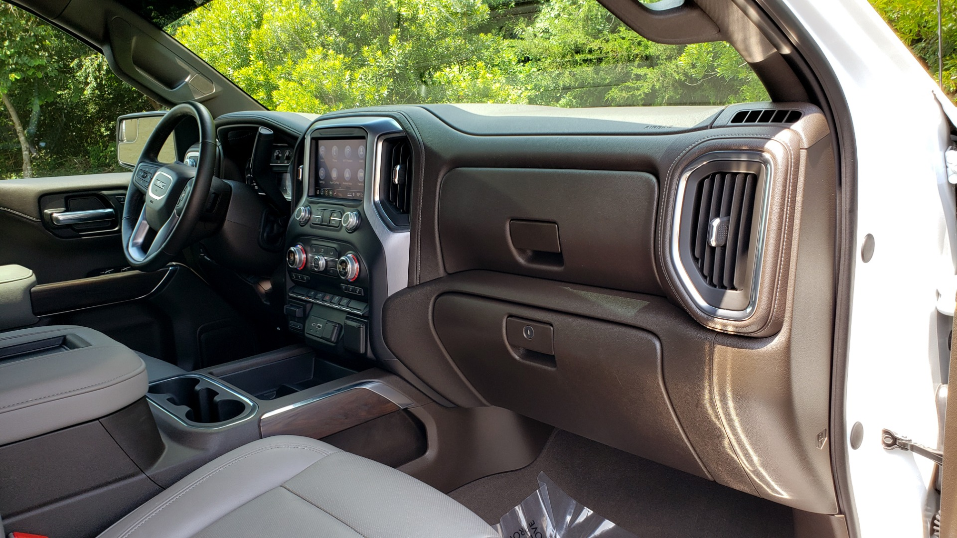 Used 2019 GMC SIERRA 1500 SLT 4WD CREWCAB / PREMIUM / 6.2L V8 / NAV / SUNROOF / VENT SEATS for sale Sold at Formula Imports in Charlotte NC 28227 75
