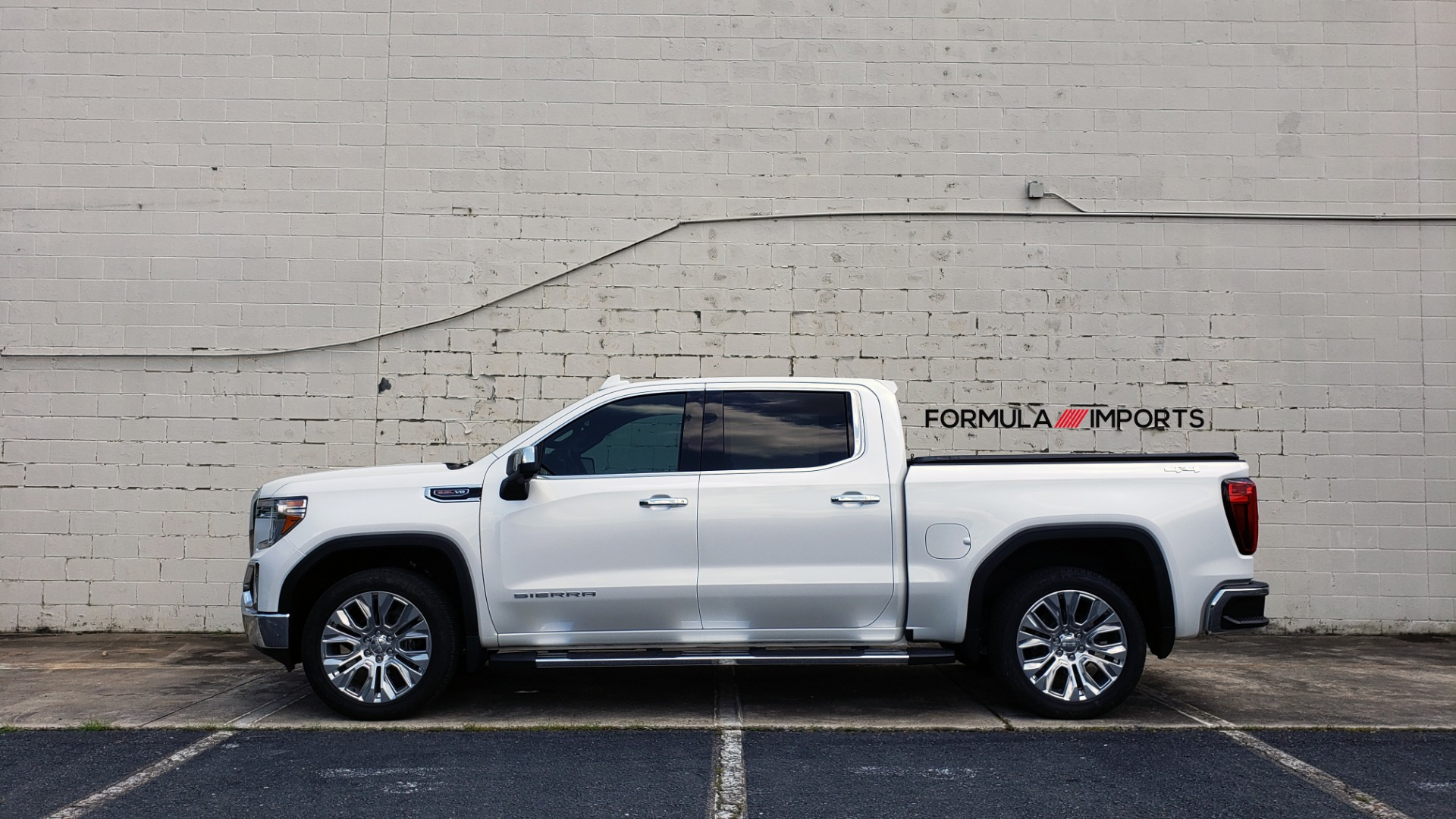 Used 2019 GMC SIERRA 1500 SLT 4WD CREWCAB / PREMIUM / 6.2L V8 / NAV / SUNROOF / VENT SEATS for sale Sold at Formula Imports in Charlotte NC 28227 95