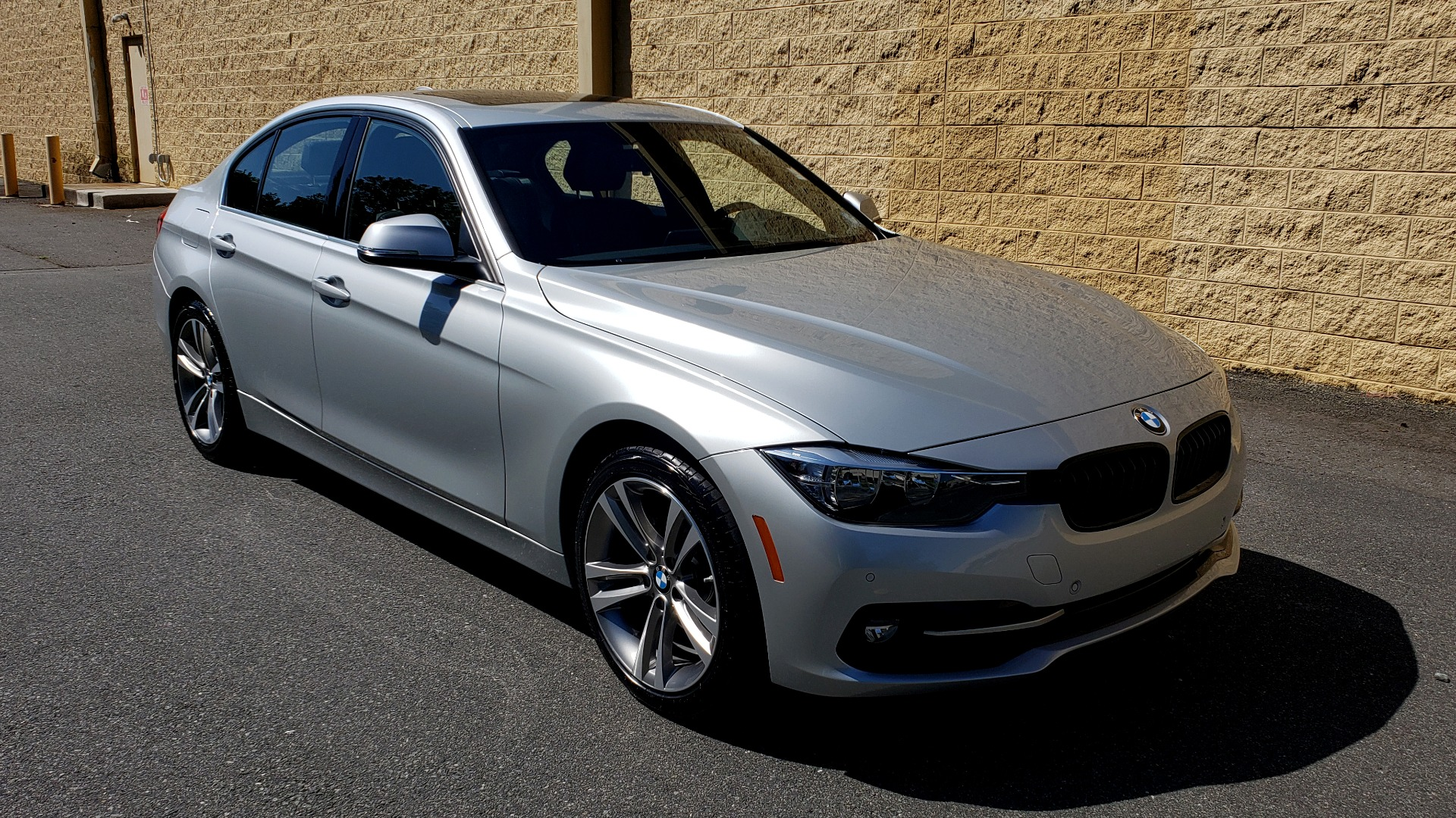 Used 2017 BMW 3 SERIES 330I SPORT SEDAN / DRVR ASST PKG / SUNROOF / REARVIEW for sale $22,695 at Formula Imports in Charlotte NC 28227 4
